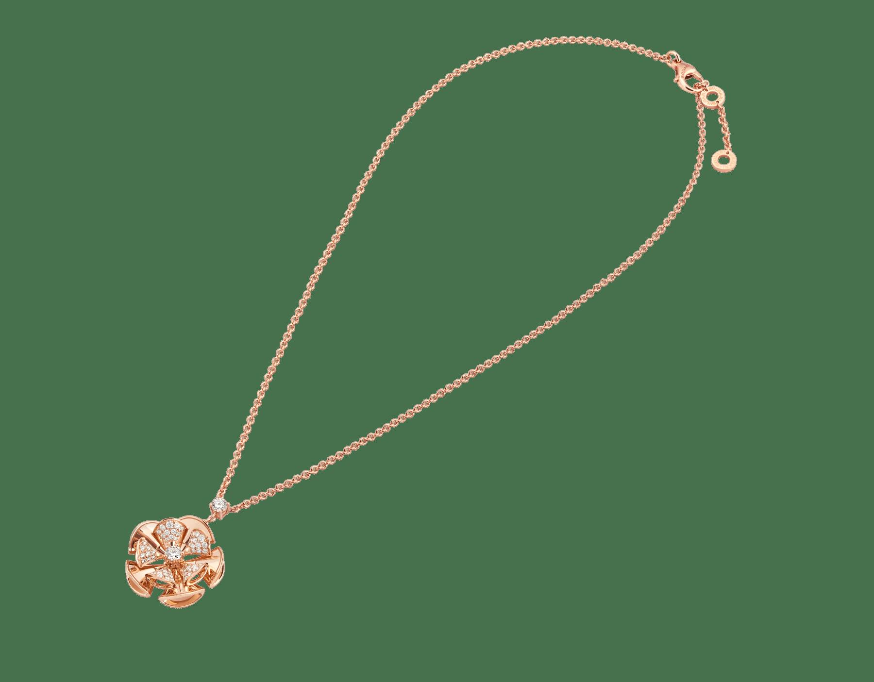 Resplandecendo com a elegância floral de pétalas de ouro rosa e diamantes cravejados, o colar DIVAS' DREAM reina supremo no jardim do glamour. 350783 image 2