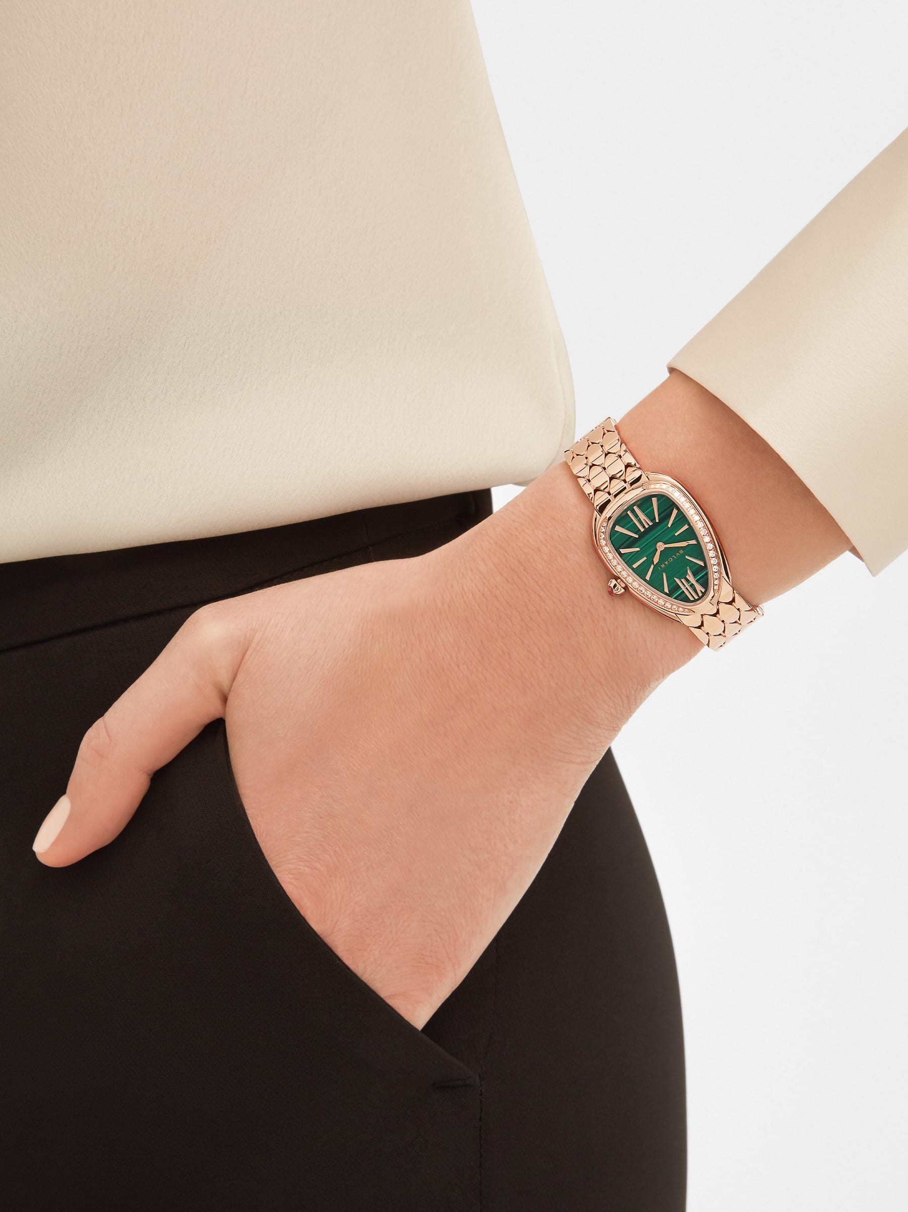 Serpenti Seduttori watch with 18 kt rose gold case and bracelet, 18 kt rose gold bezel set with diamonds and malachite dial 103273 image 4