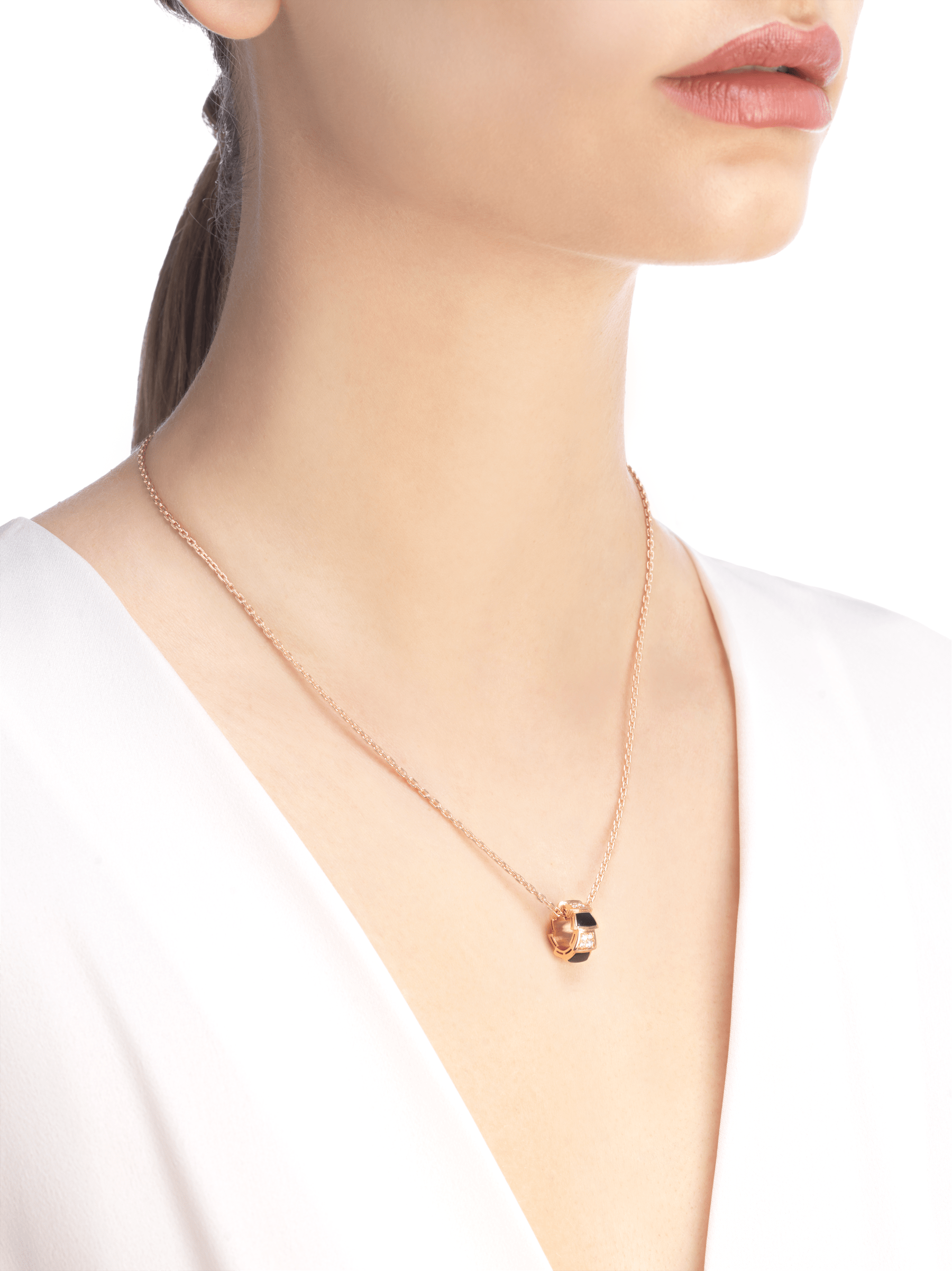 Serpenti Viper 18 kt rose gold necklace set with onyx elements and pavé diamonds on the pendant. 356554 image 4