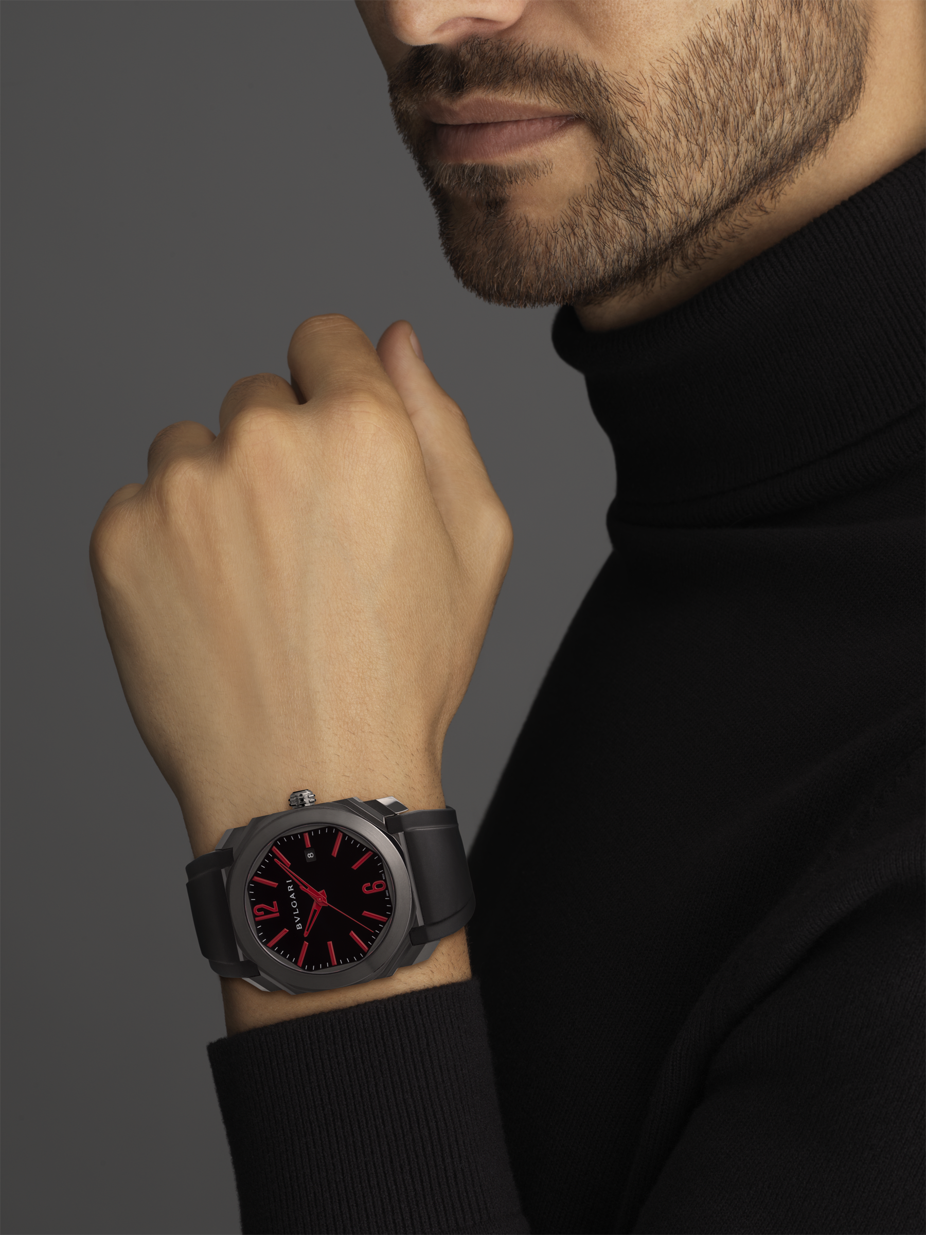 Octo watch with mechanical manufacture movement, automatic winding and date, stainless steel case treated with black Diamond Like Carbon, black lacquered dial and black rubber bracelet. 102738 image 5