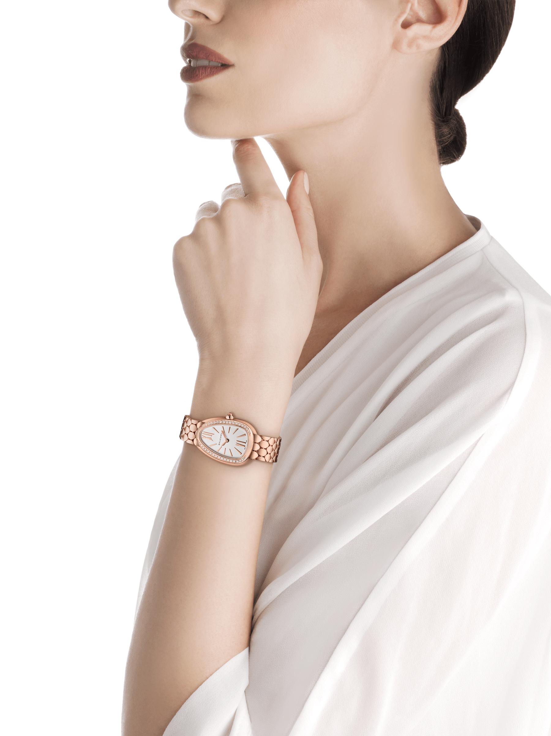 Serpenti Seduttori 腕錶,18K 玫瑰金錶殼和錶圈鑲飾鑽石,銀白色蛋白石錶盤,18K 玫瑰金髮絲紋錶帶。 103169 image 4