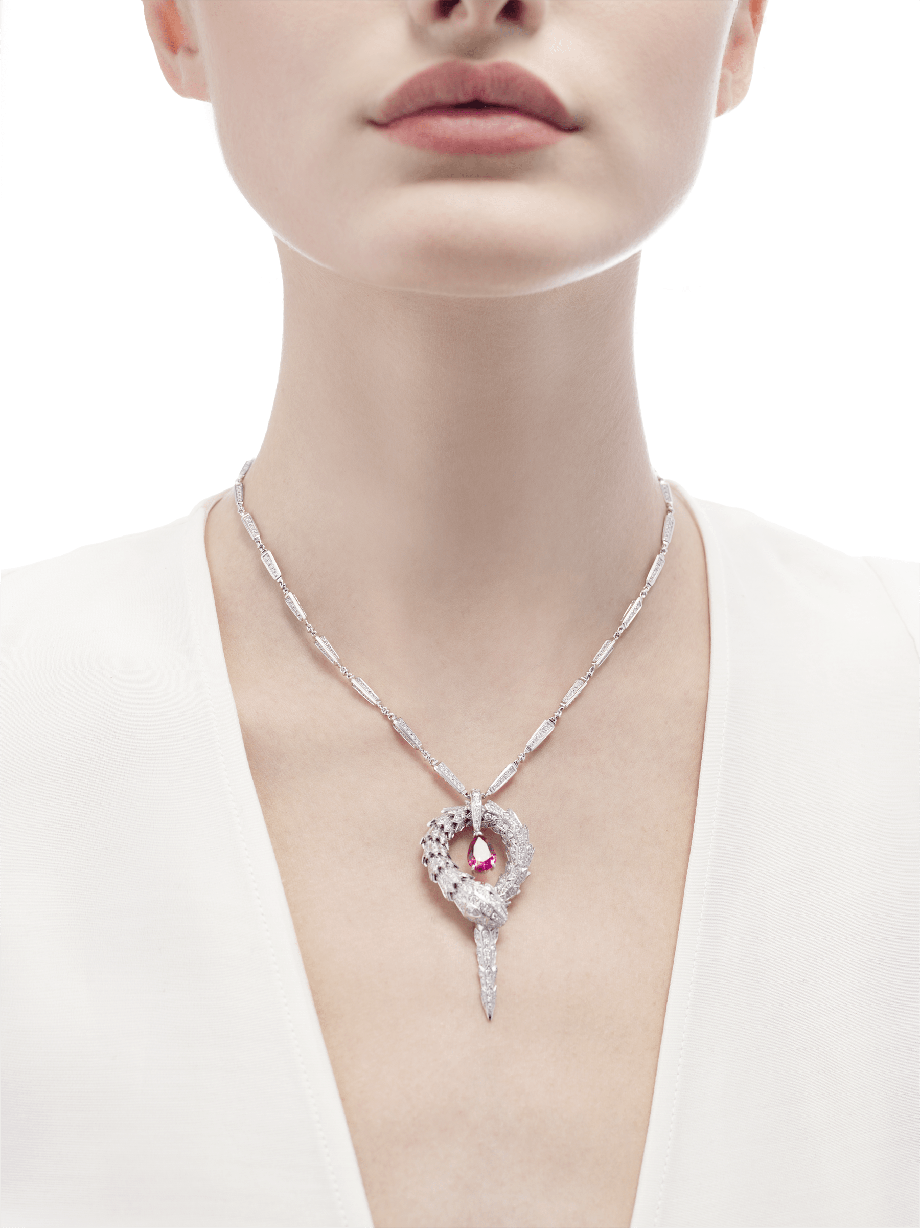 Serpenti small pendant in 18 kt white gold with rubellite (1.90 ct) and pavé diamonds (7.13 ct) 354086 image 2
