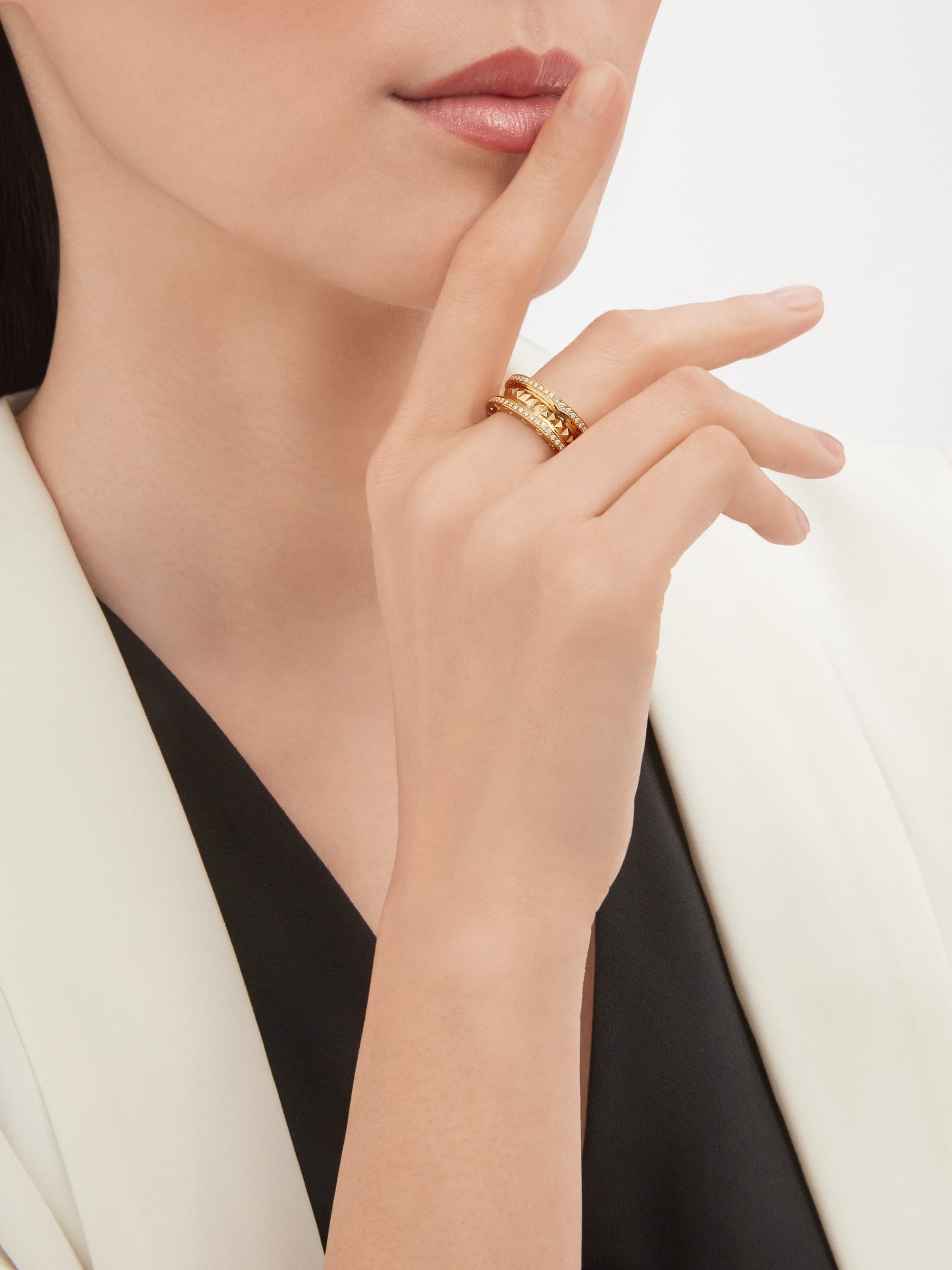 B.zero1 Rock two-band ring in 18 kt yellow gold with studded spiral and pavé diamonds on the edges AN859092 image 2