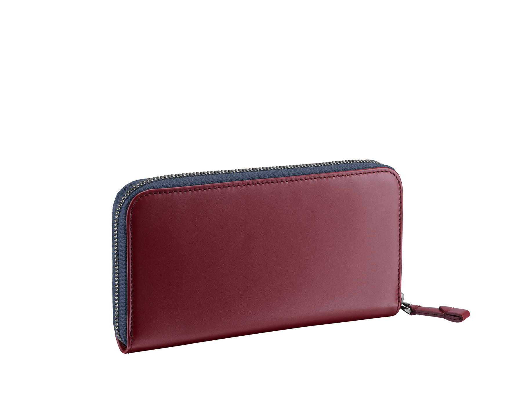 Serpenti Scaglie men's zipped wallet in denim sapphire grazed calf leather and roman garnet calf leather. Bvlgari logo engraved on the hexagonal scaglie metal plate finished in dark ruthenium. 288343 image 3