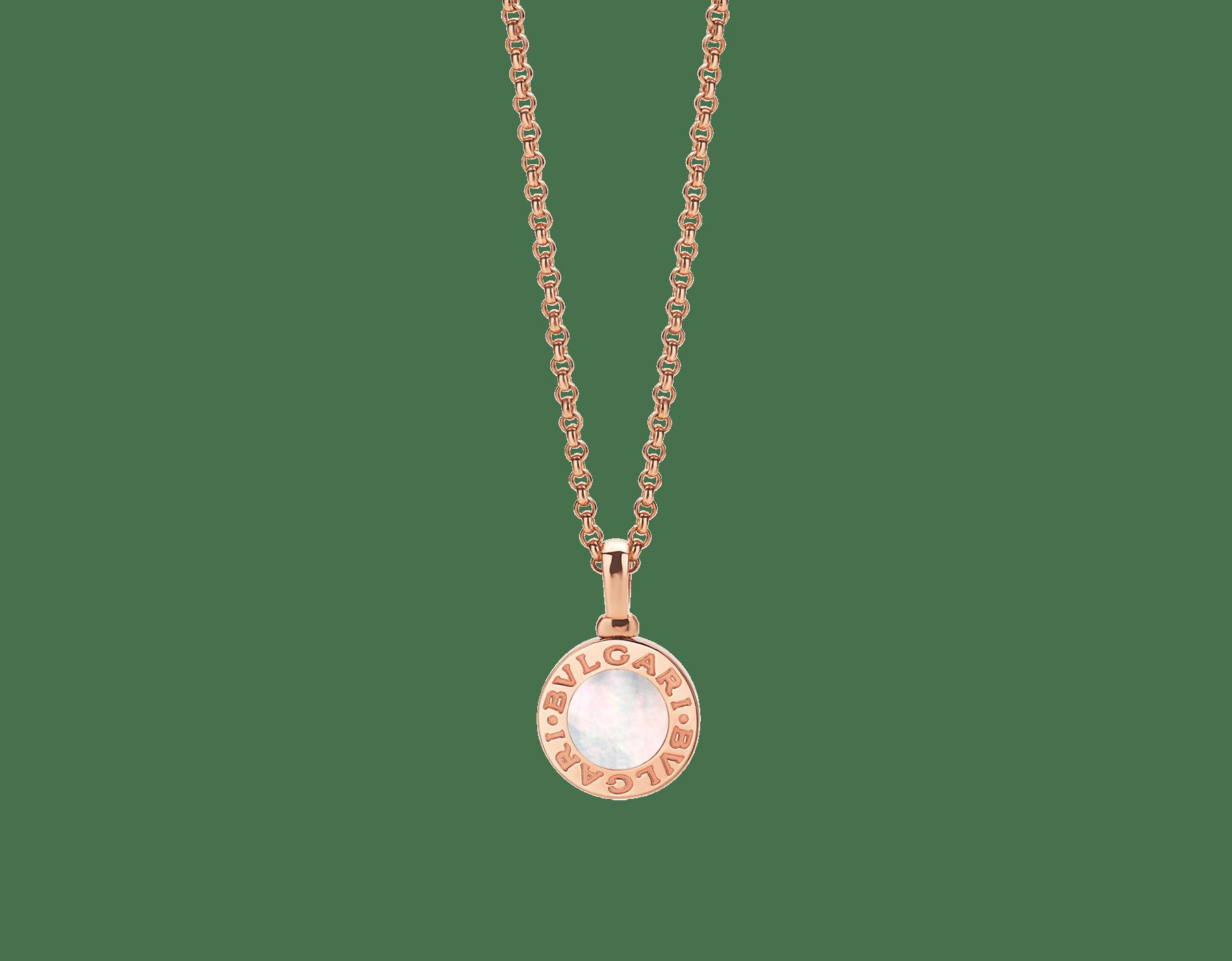 Collar con colgante BVLGARI BVLGARI en oro rosa de 18qt con inserción de madreperla y personalizable con grabado en el reverso 358376 image 1