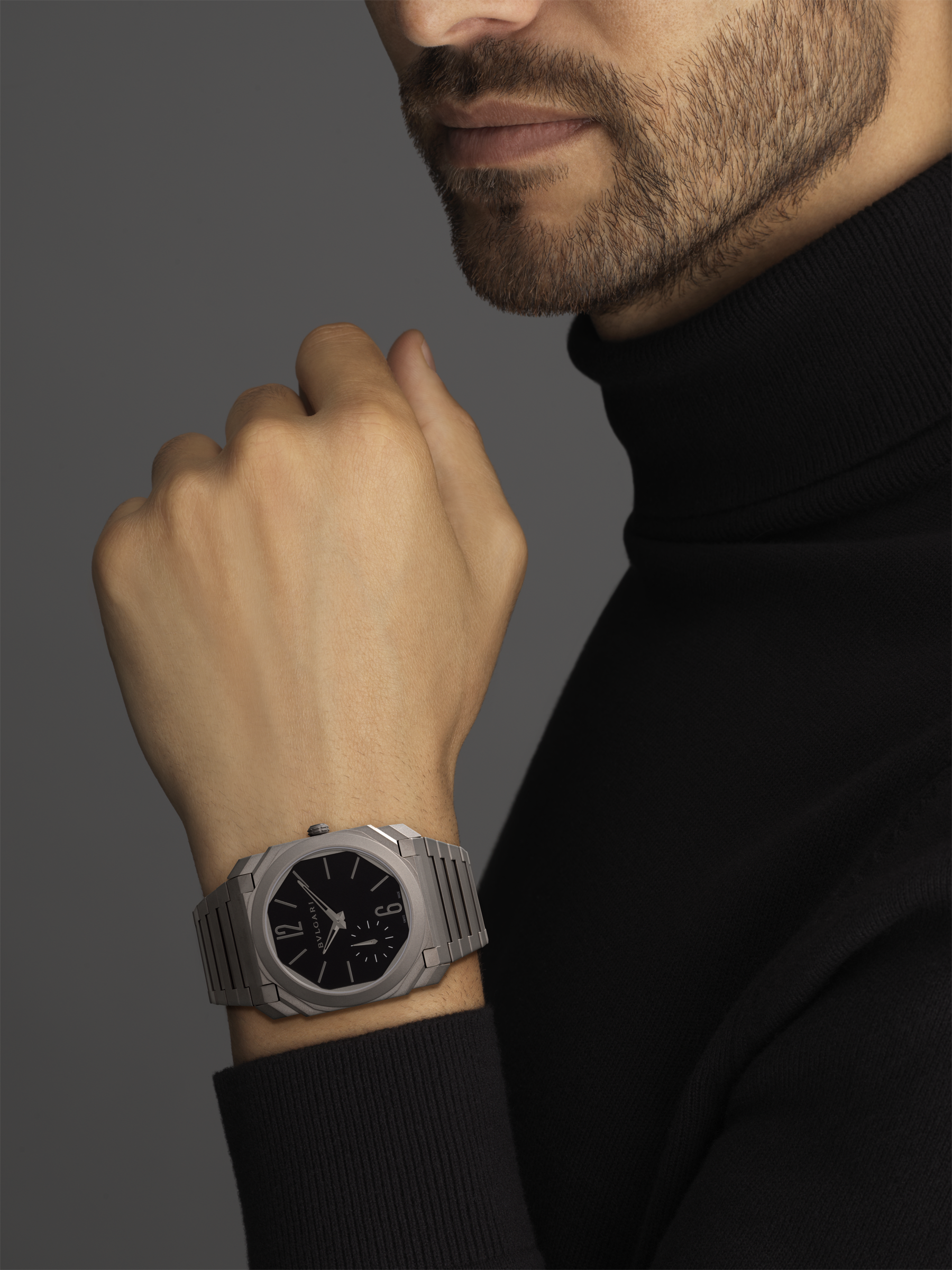 Octo Finissimo Automatic watch with mechanical manufacture movement, automatic winding, platinum microrotor, small seconds, extra-thin satin-polished stainless steel case and bracelet, transparent case back and black matte dial. Water-resistant up to 100 metres 103297 image 5