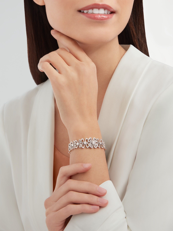 Bracelet Fiorever en or blanc 18K serti de 20diamants ronds taille brillant avec pavé diamants BR858758 image 1