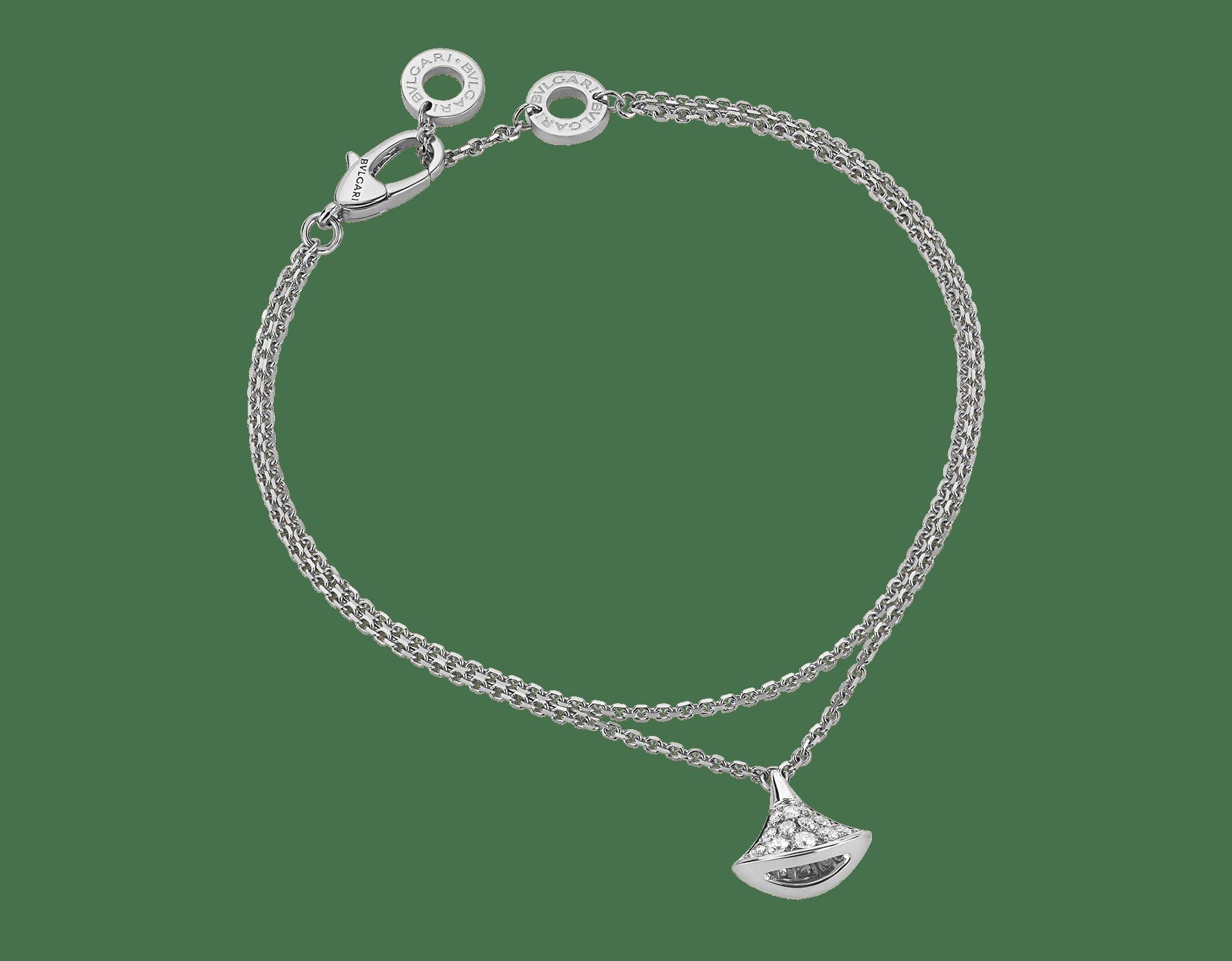 Sublimé par l'éclat raffiné du pavé diamants, le bracelet DIVAS' DREAM se pare d'un pendentif en forme d'éventail qui s'agite tel un précieux talisman. BR857493 image 1