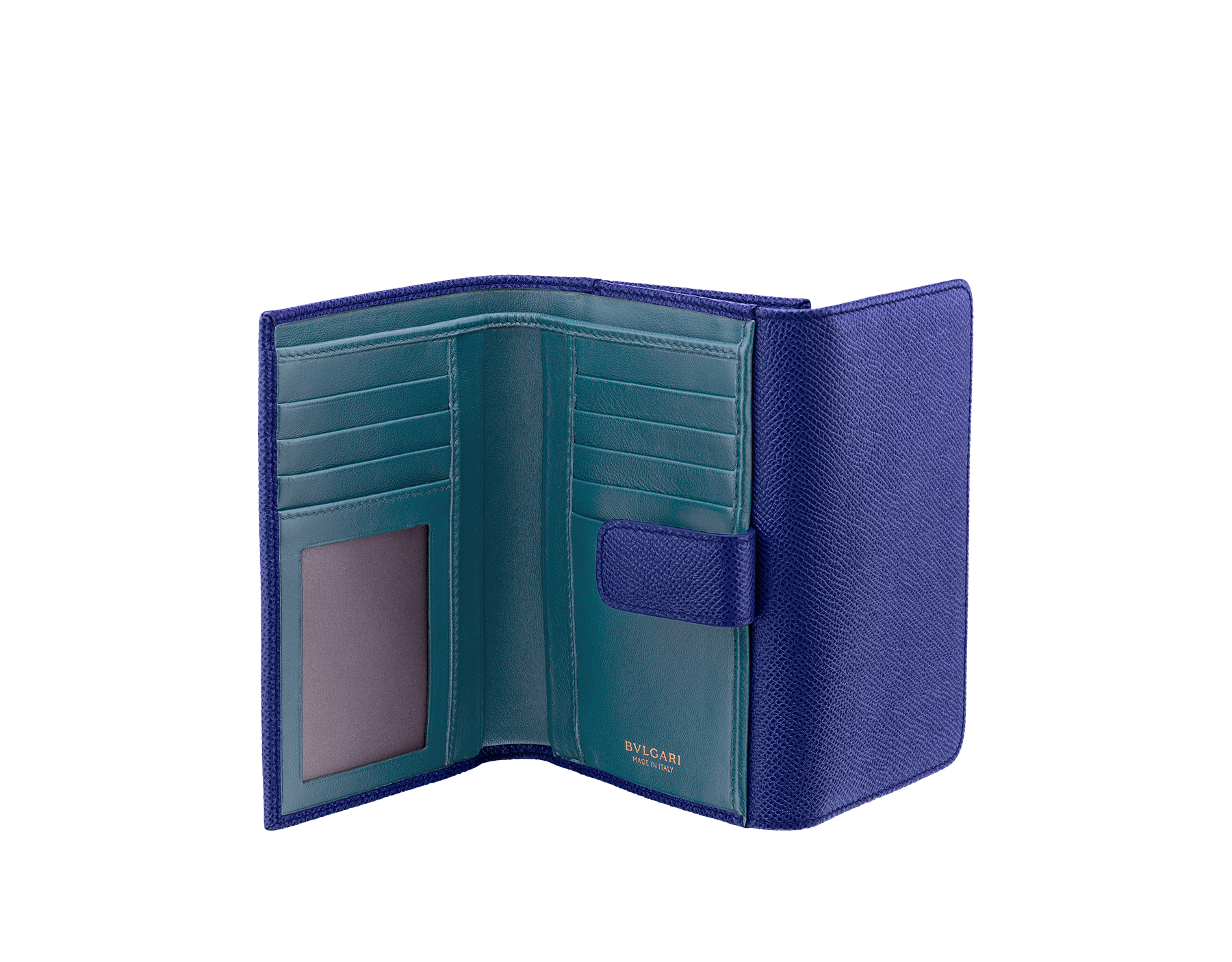 Compact pochette in royal sapphire bright grain calf leather, teal topaz nappa and plum amethyst nappa lining. Brass light gold plated hardware and iconic BVLGARI BVLGARI closure clip. Ten credit card slots, one ID compartment, one bill compartment, one coin pocket with flap, five addictional compartments. Also available in other colours. 14,5 x 10 cm. - 5.7 x 3.9'' 579-COMPPOCHETTE image 2