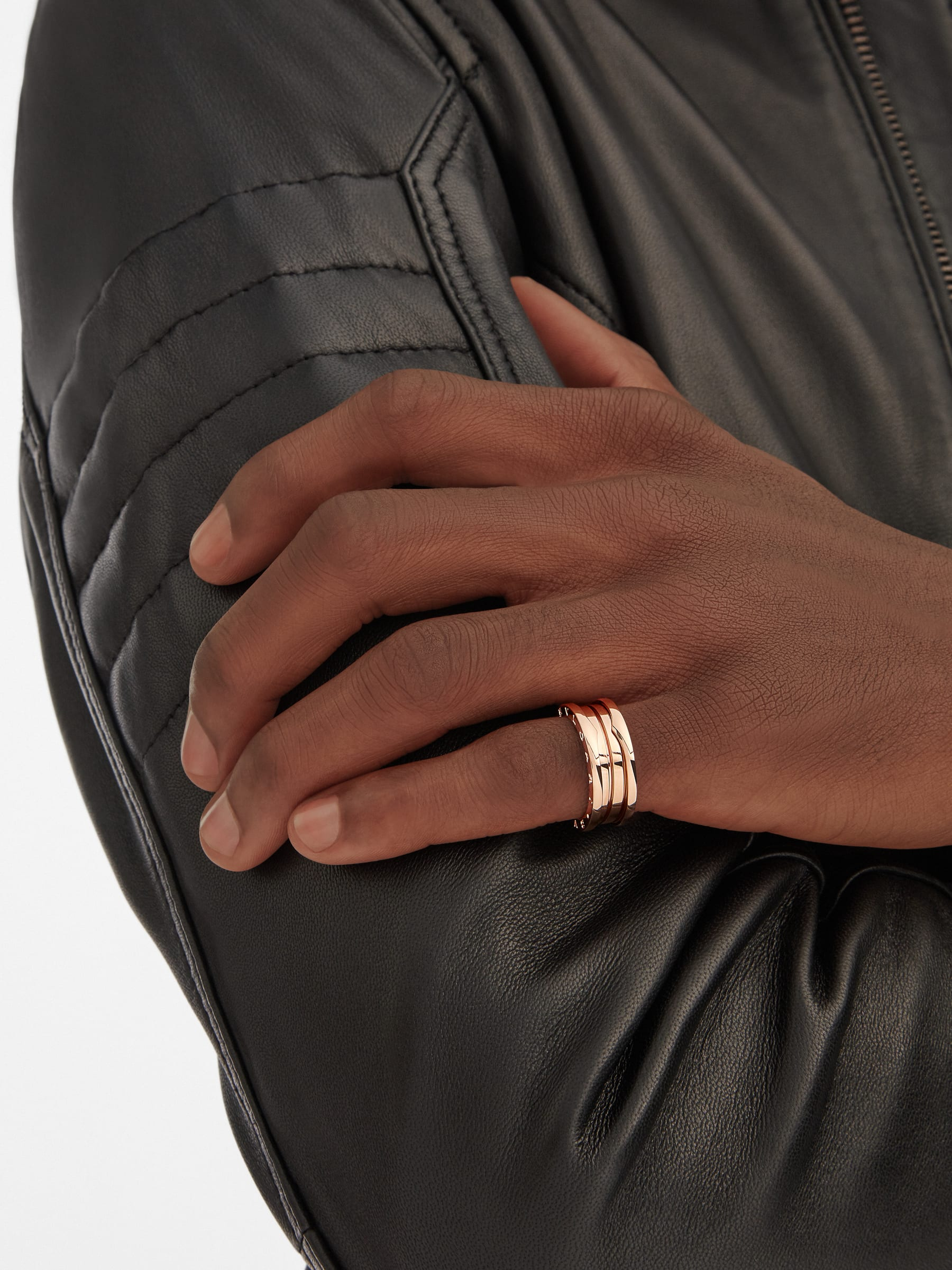 B.zero1 three-band ring in 18 kt rose gold. B-zero1-3-bands-AN852405 image 2