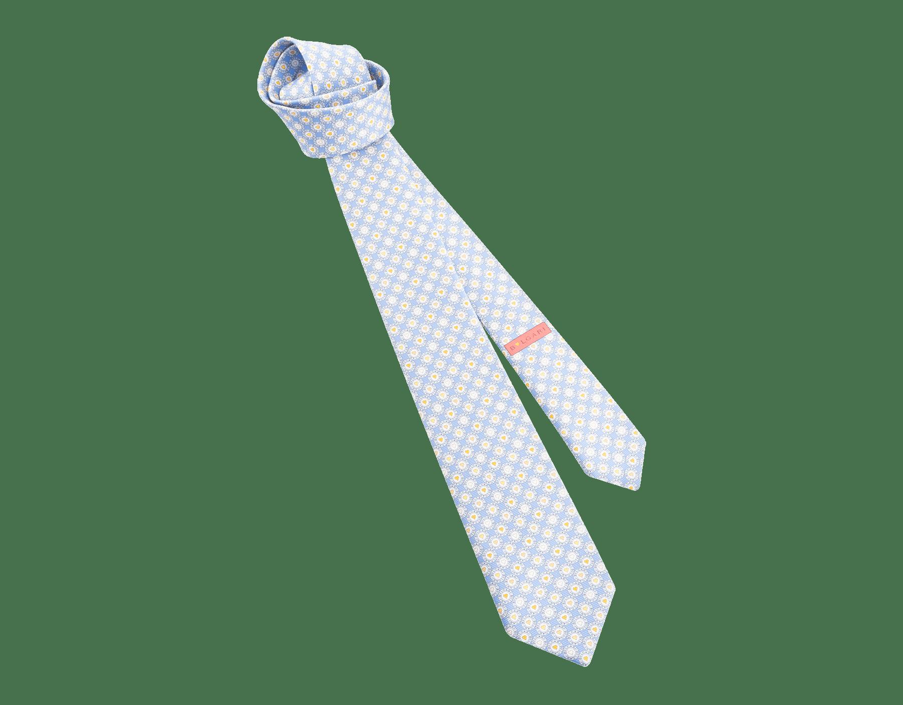 Gravata de sete dobras azul-claro com padrão BB Heart Logo em fina sarja de seda estampada. 244184 image 1