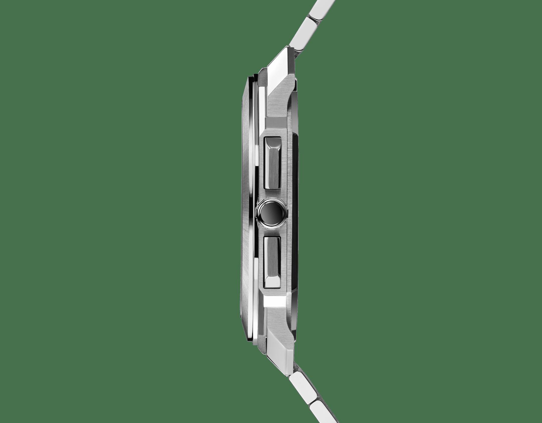 Chronographe OctoFinissimo GMT avec mouvement mécanique de manufacture à remontage automatique, fonctions chronographe et GMT 24heures, boîtier de 43mm en acier inoxydable (8,75mm d'épaisseur), fond transparent, cadran bleu avec finitions polies satinées et compteurs argentés, bracelet en acier inoxydable poli satiné. Étanche jusqu'à 100mètres. 103467 image 3