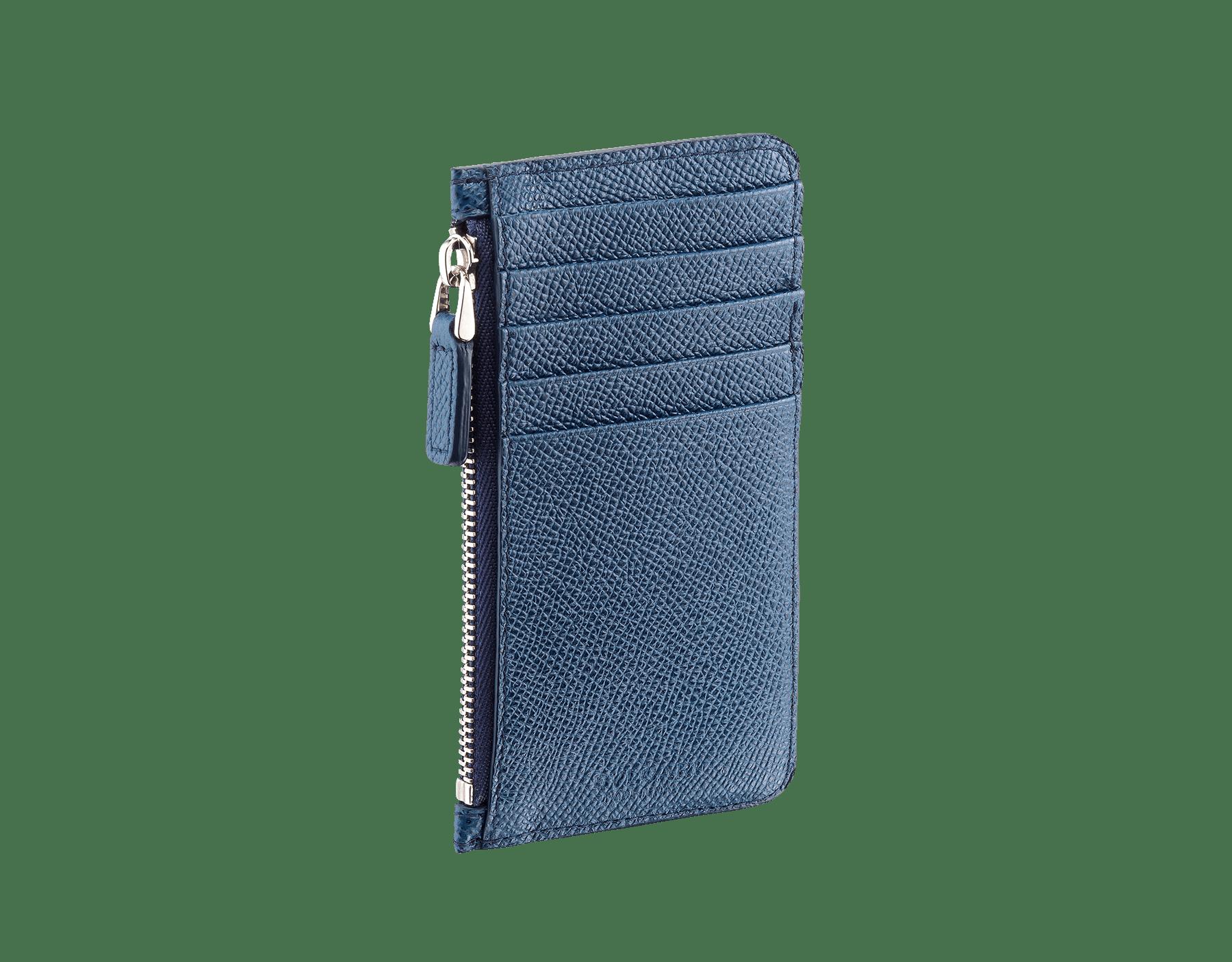 Étui pour cartes de crédit en cuir de veau grainé bleu denim saphir avec motif Bulgari Bulgari en laiton plaqué palladium. 282601 image 1
