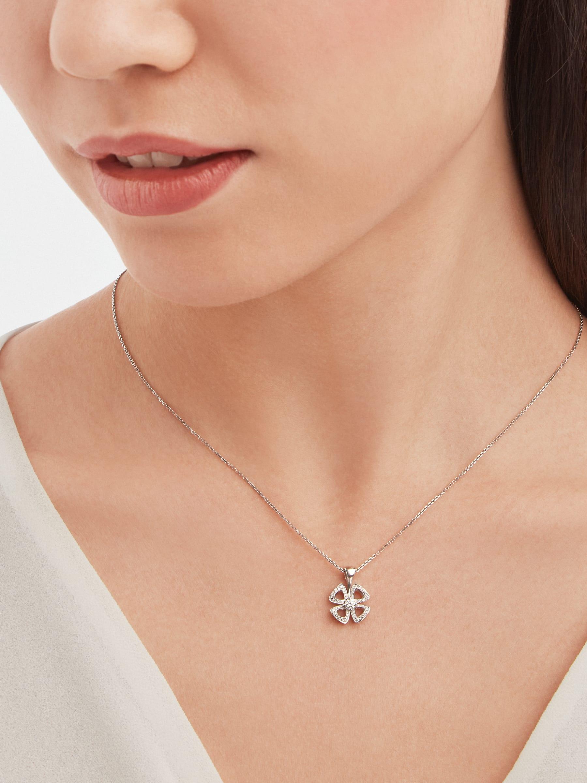 Collier Fiorever en or blanc 18K serti d'un diamant taille brillant au centre (0,10ct) et pavé diamants (0,06ct) 358157 image 1