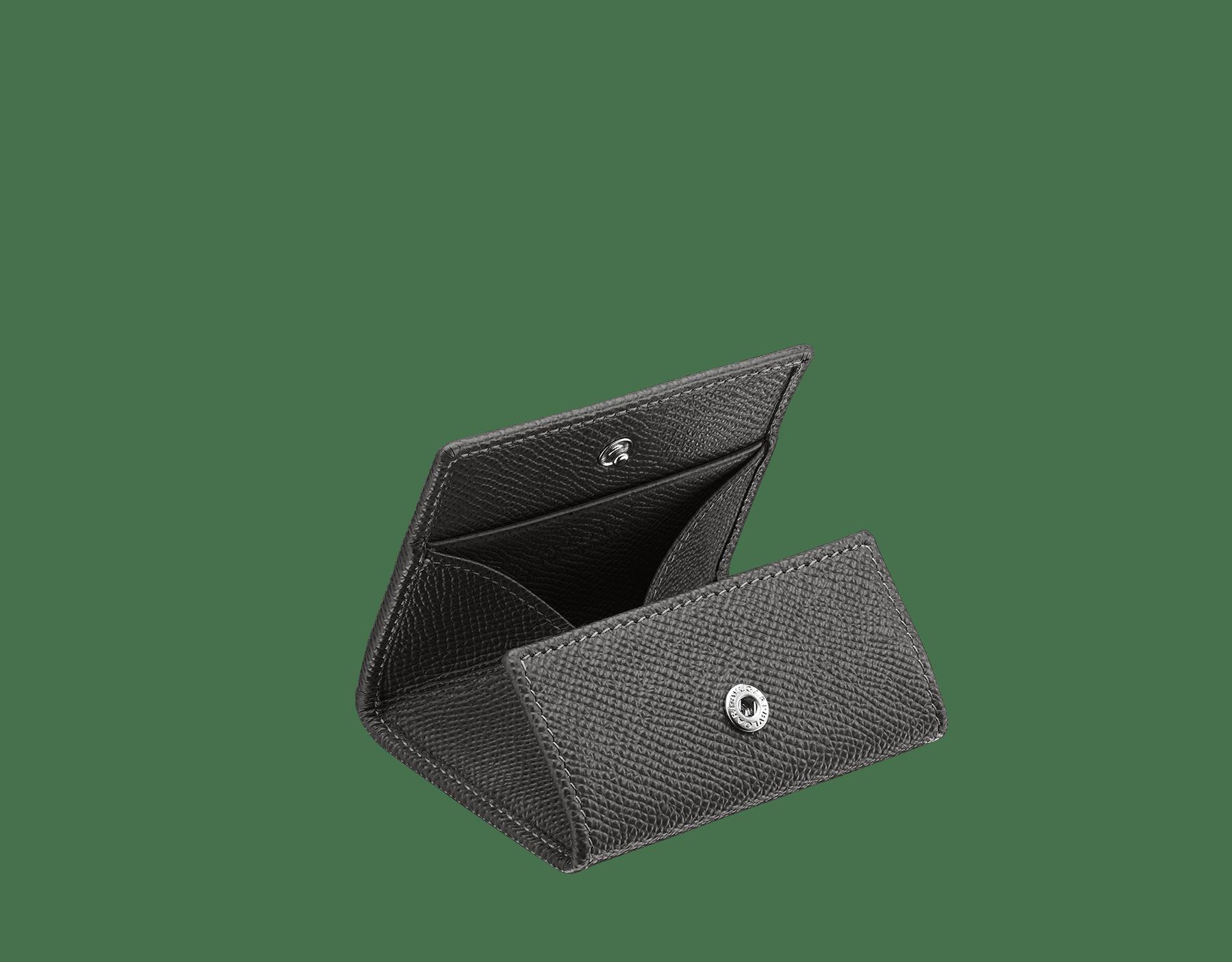 デニムサファイアのグレインカーフレザー製コインホルダー。「ブルガリ・ブルガリ」モチーフをあしらった、ブラスパラジウムプレートの金具付き。 BBM-WLT-COIN image 2