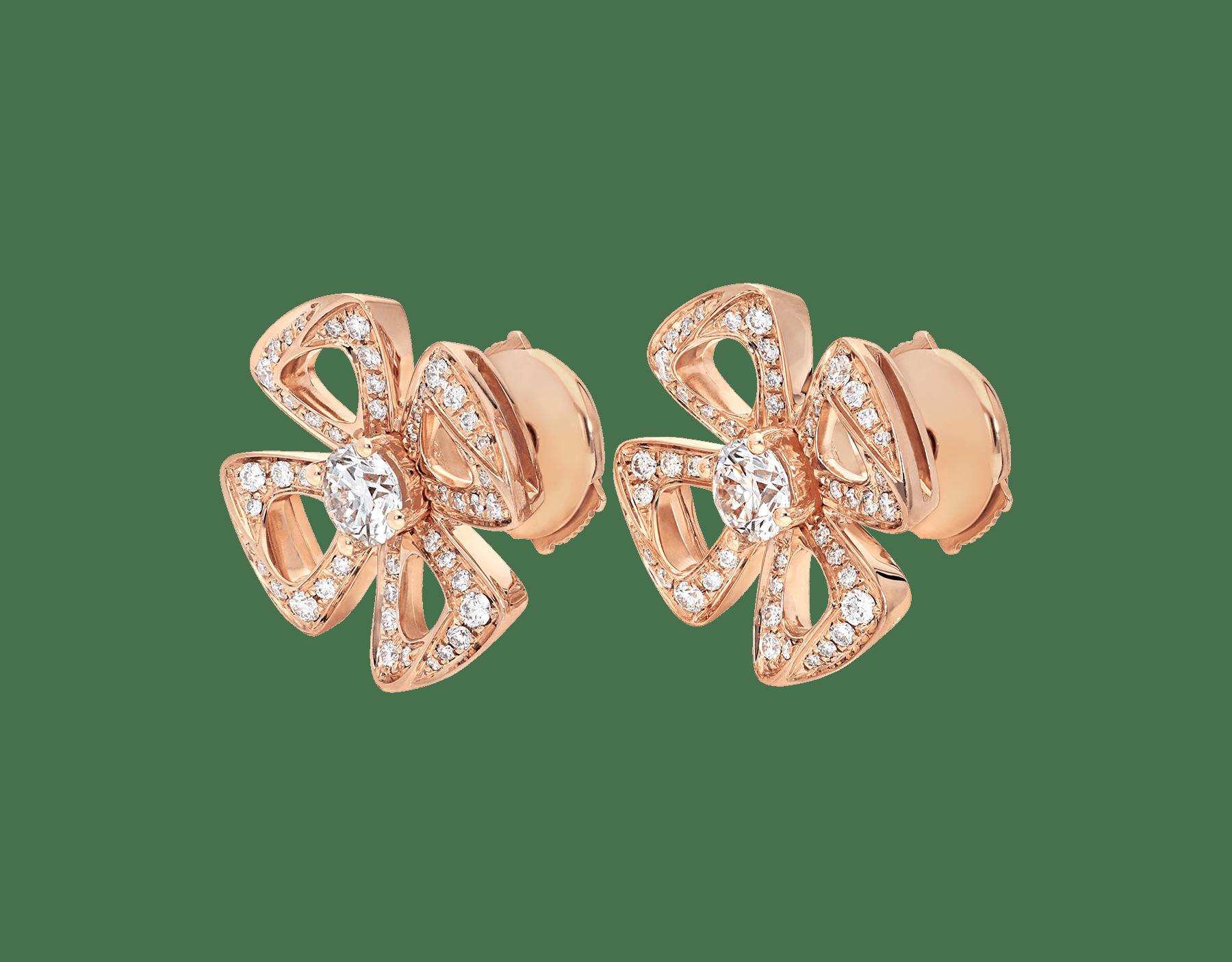 Brincos Fiorever em ouro rosa 18K cravejados com dois diamantes centrais e pavê de diamantes 355887 image 2