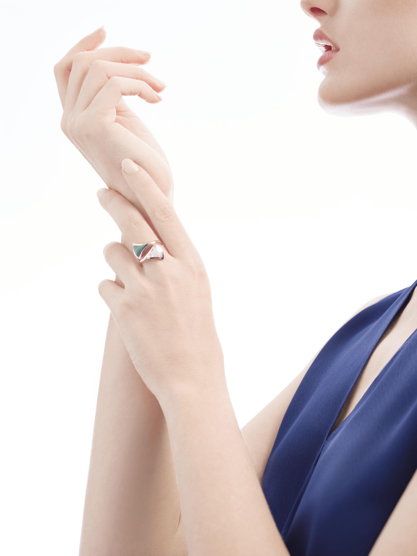 Незамкнутое кольцо DIVAS' DREAM, розовое золото 18 карат, перламутр, малахит. AN857955 image 4