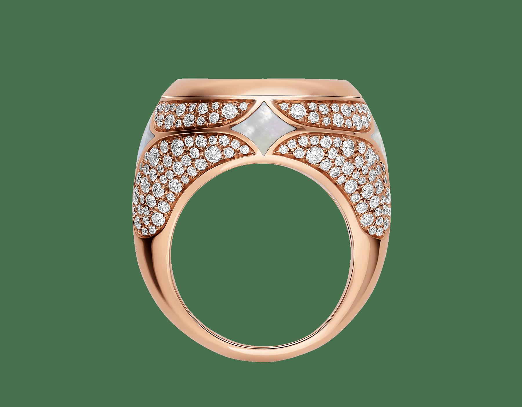Anel Monete em ouro rosa 18K cravejado com uma moeda antiga, elementos de madrepérola e pavê de diamantes AN858424 image 2