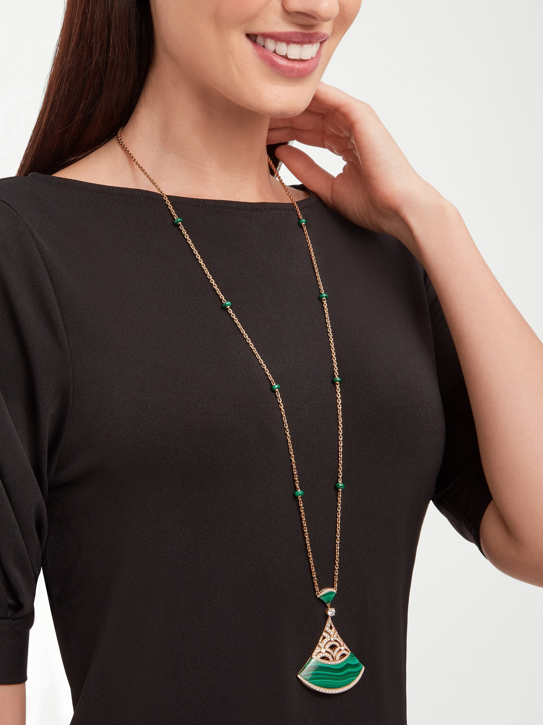 Divas' Dream necklace with 18 kt rose gold chain set with malachite beads and diamonds, and 18 kt rose gold openwork pendant set with a diamond (0.50 ct), pavé diamonds and malachite inserts. Special edition exclusive to Middle East 358222 image 4