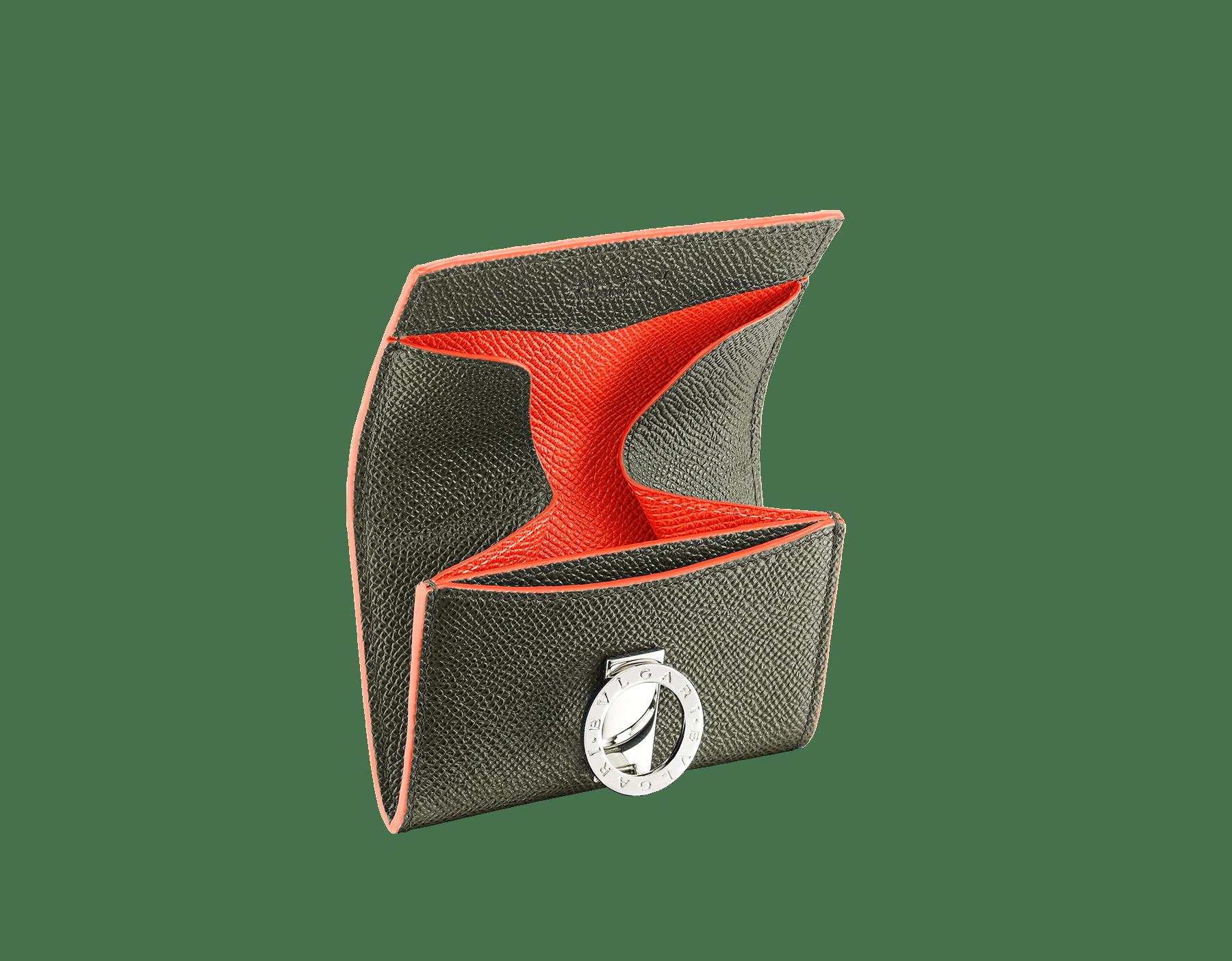 Porte-monnaie BVLGARI BVLGARI en cuir de veau grainé couleur Mimetic Jade et Fire Amber. Fermoir emblématique orné du logo Bvlgari en laiton plaqué ruthénium. BCM-WLT-S-RECTb image 2