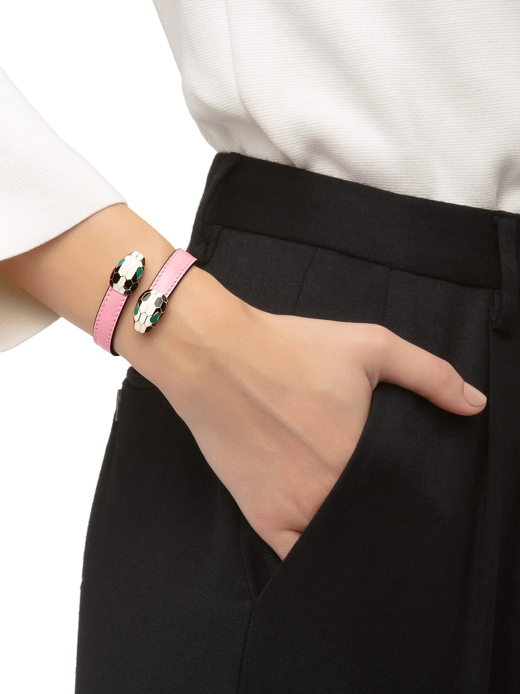 Serpenti Forever soft bangle bracelet in candy quartz calf leather, with brass light gold plated hardware. Iconic contraire snakehead décor in black and white enamel, with green enamel eyes SerpSoftContr-CL-CQ image 2