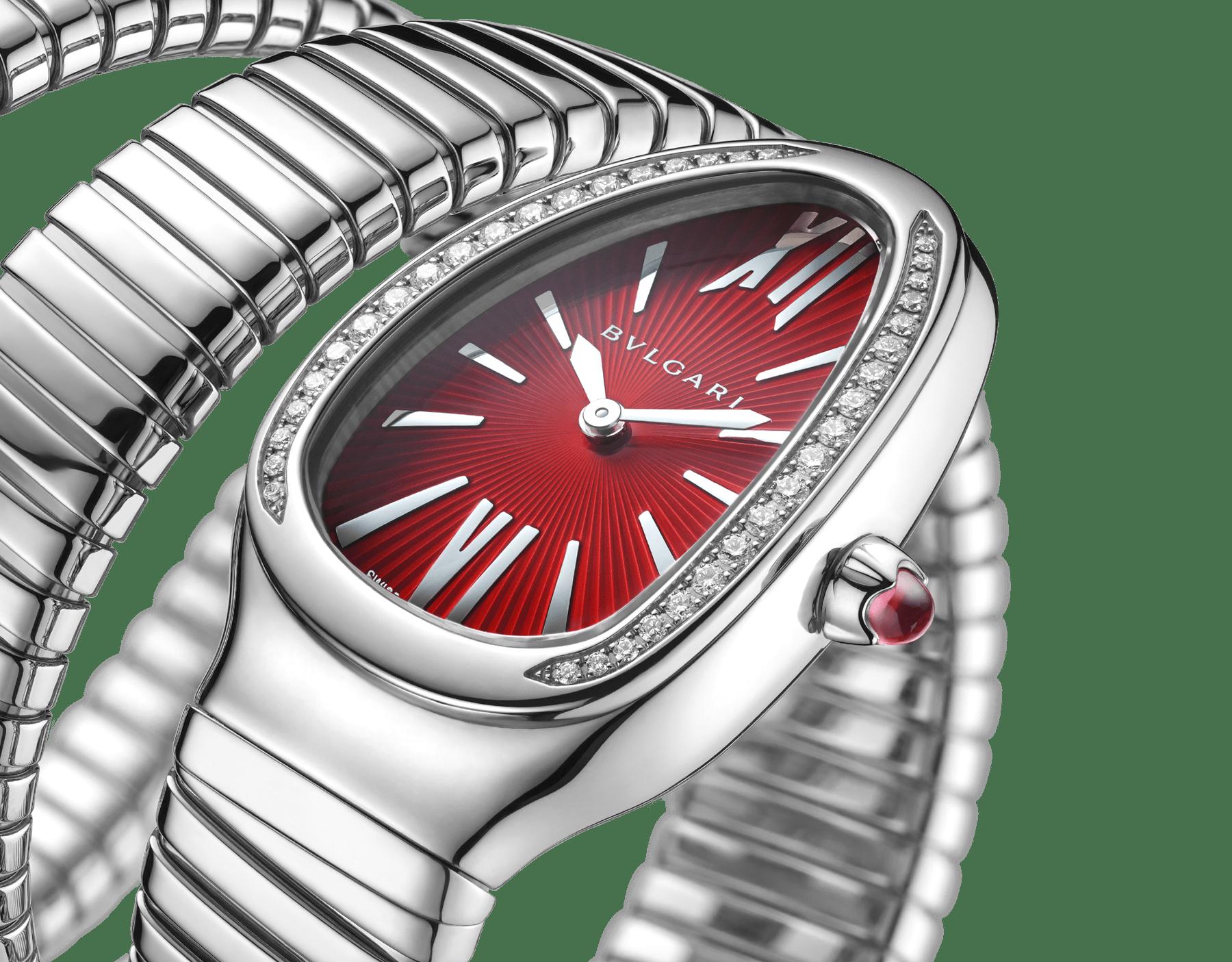 Montre Serpenti Tubogas avec boîtier en acier inoxydable serti de diamants taille brillant, cadran laqué rouge et bracelet double spirale en acier inoxydable. 102682 image 3