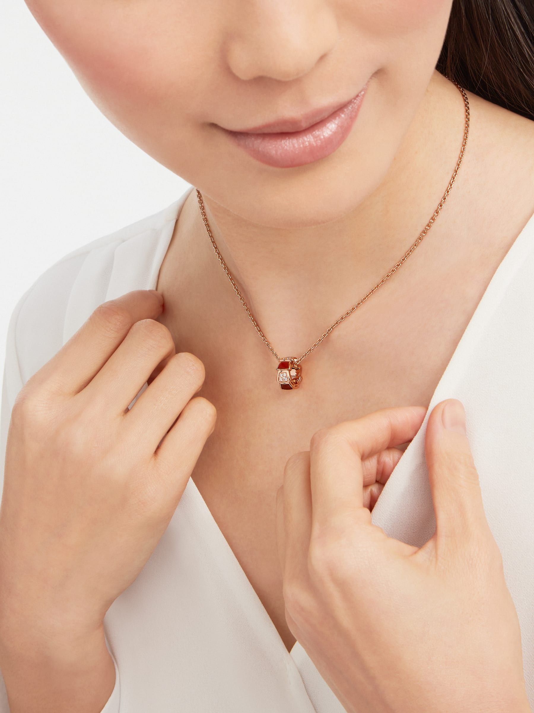 Serpenti Viper necklace with 18 kt rose gold chain and 18 kt rose gold pendant set with carnelian elements and demi pavé diamonds. 355088 image 2