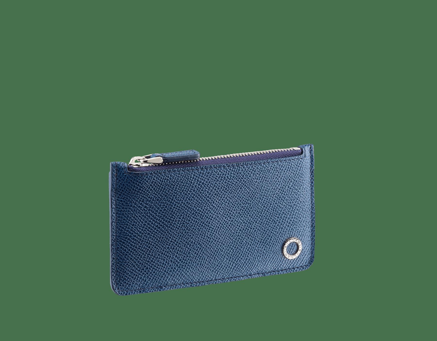 Étui pour cartes de crédit en cuir de veau grainé bleu denim saphir avec motif Bulgari Bulgari en laiton plaqué palladium. 282601 image 2