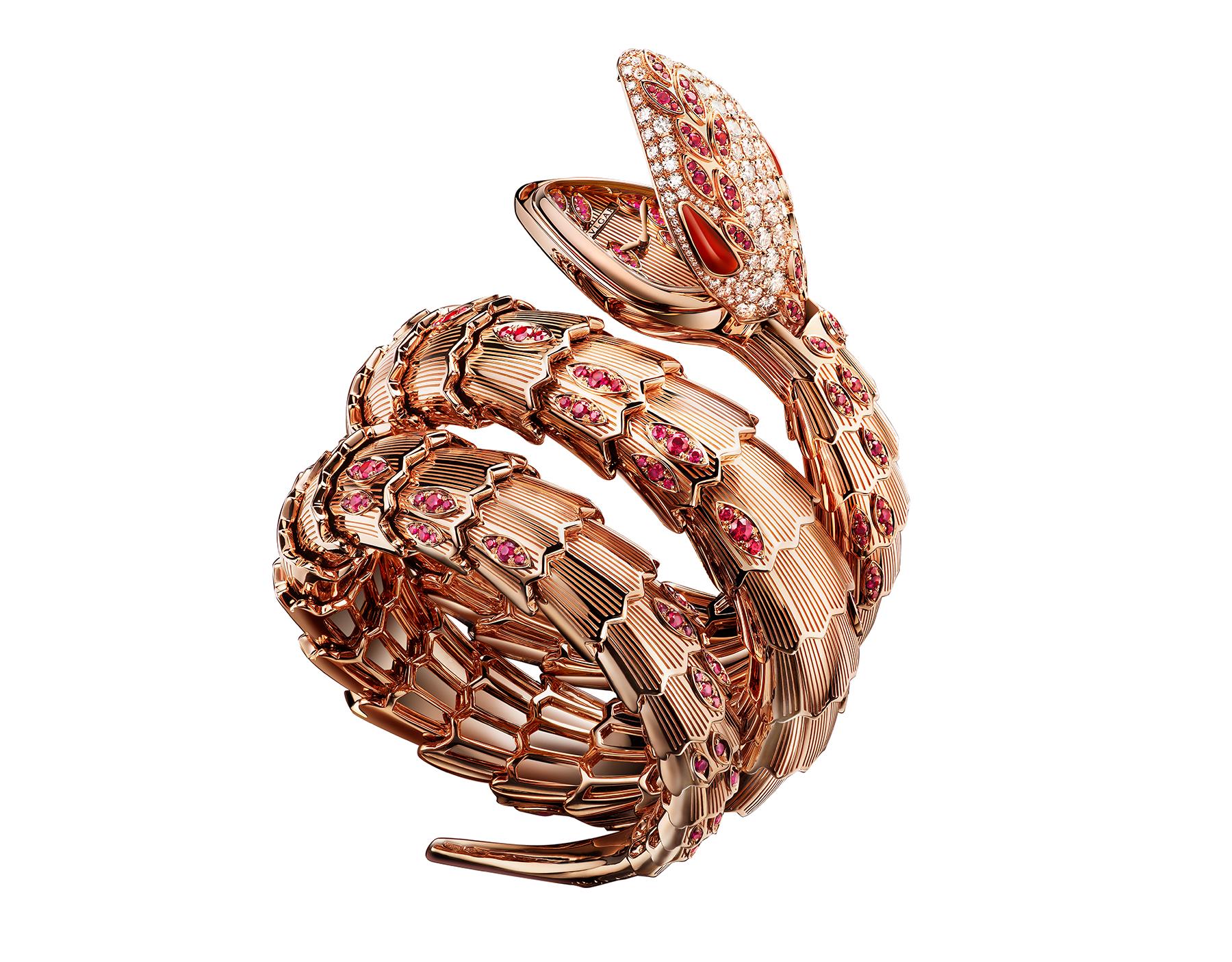 Montre secrète Serpenti avec tête en or rose 18K sertie de diamants taille brillant, rubis taille brillant et yeux en cornaline, boîtier en or rose 18K, cadran et bracelet double spirale en or rose 18K sertis de rubis taille brillant. 102014 image 1