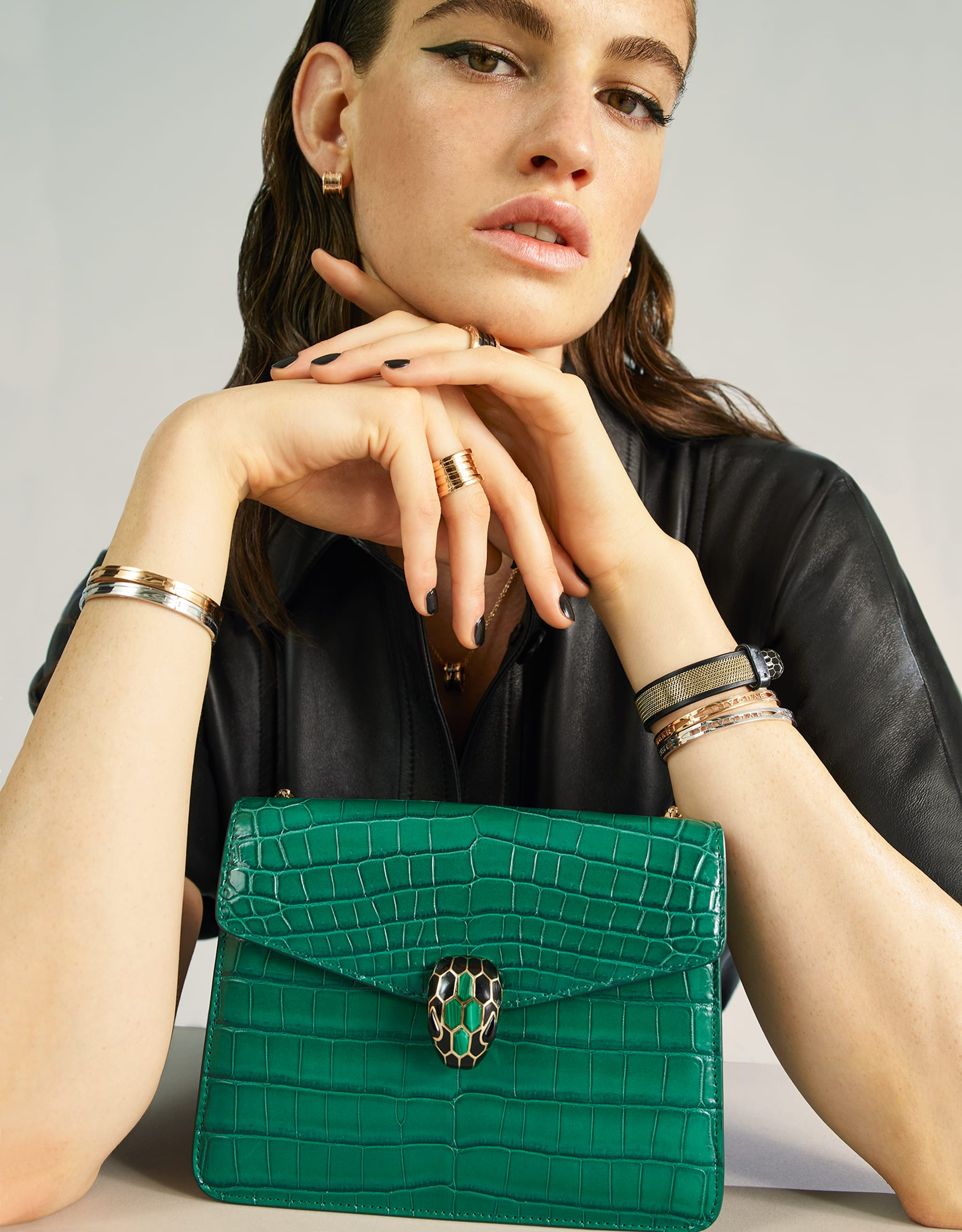 """""""Serpenti Forever"""" crossbody bag in white agate crocodile skin with an iridescent and pearled effect. Iconic snake head closure in light gold plated brass enriched with black enamel and mother-of-pearl scales, and blue lapis lazuli eyes. 422-CR image 5"""