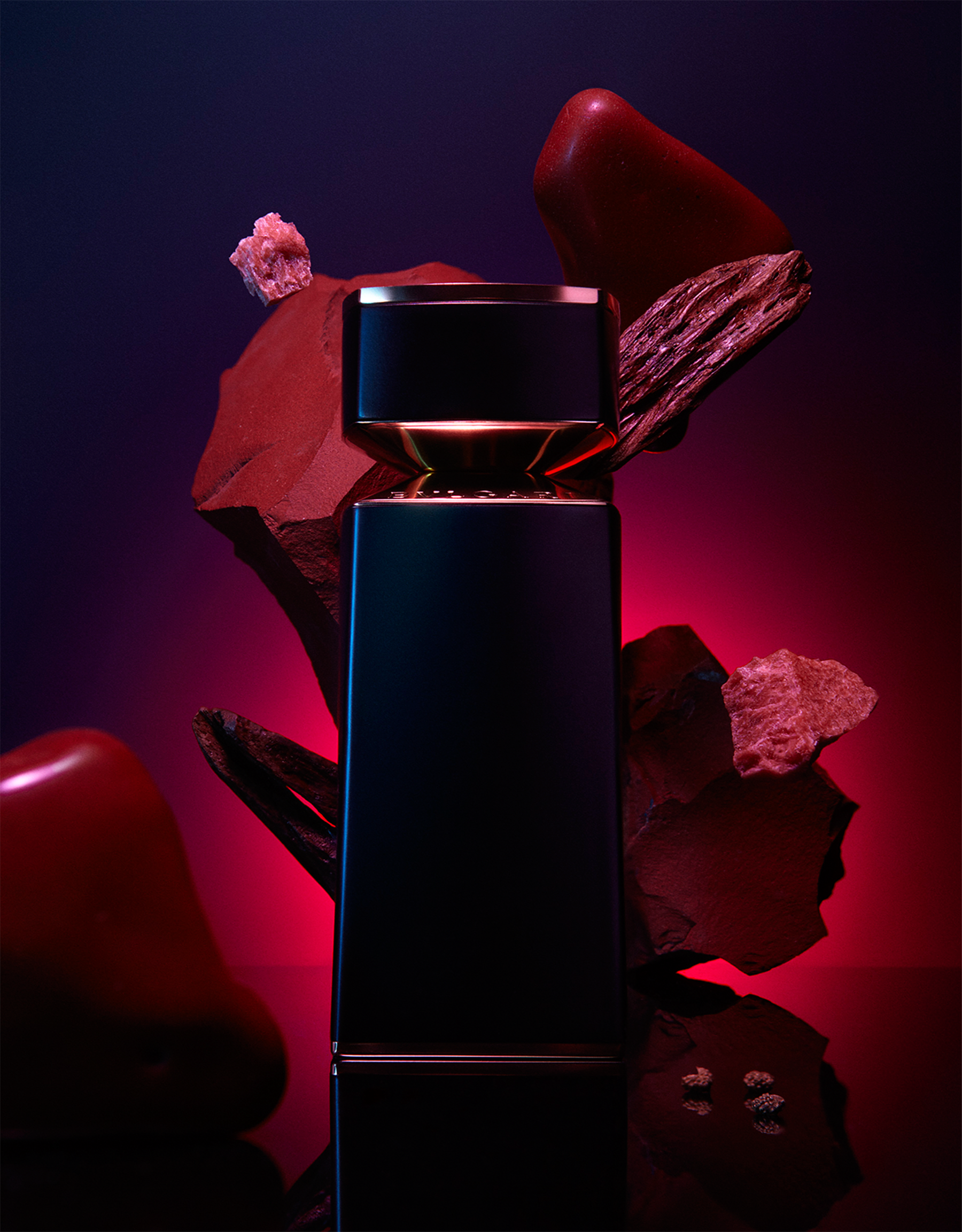 An alluring oriental red musk illuminated by sichuan pepper, with an incandescent sandalwood heart 40171 image 3