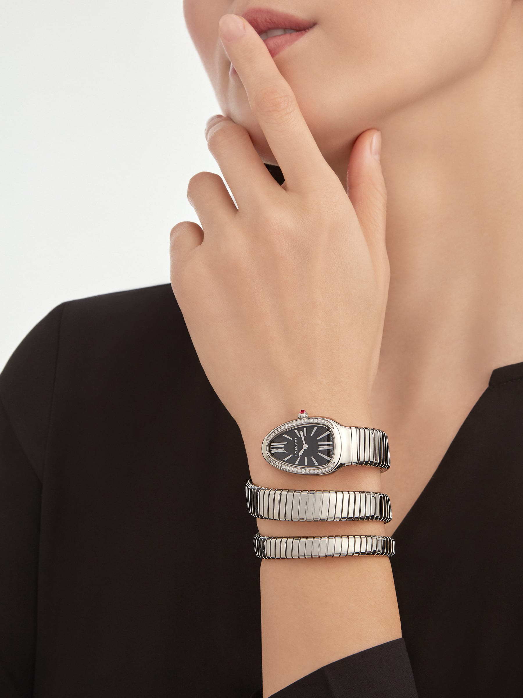 Serpenti Tubogas double spiral watch with stainless steel case and bracelet, bezel set with brilliant-cut diamonds and black dial with guilloché soleil treatment. Water-resistant up to 30 metres. Large size 103433 image 1