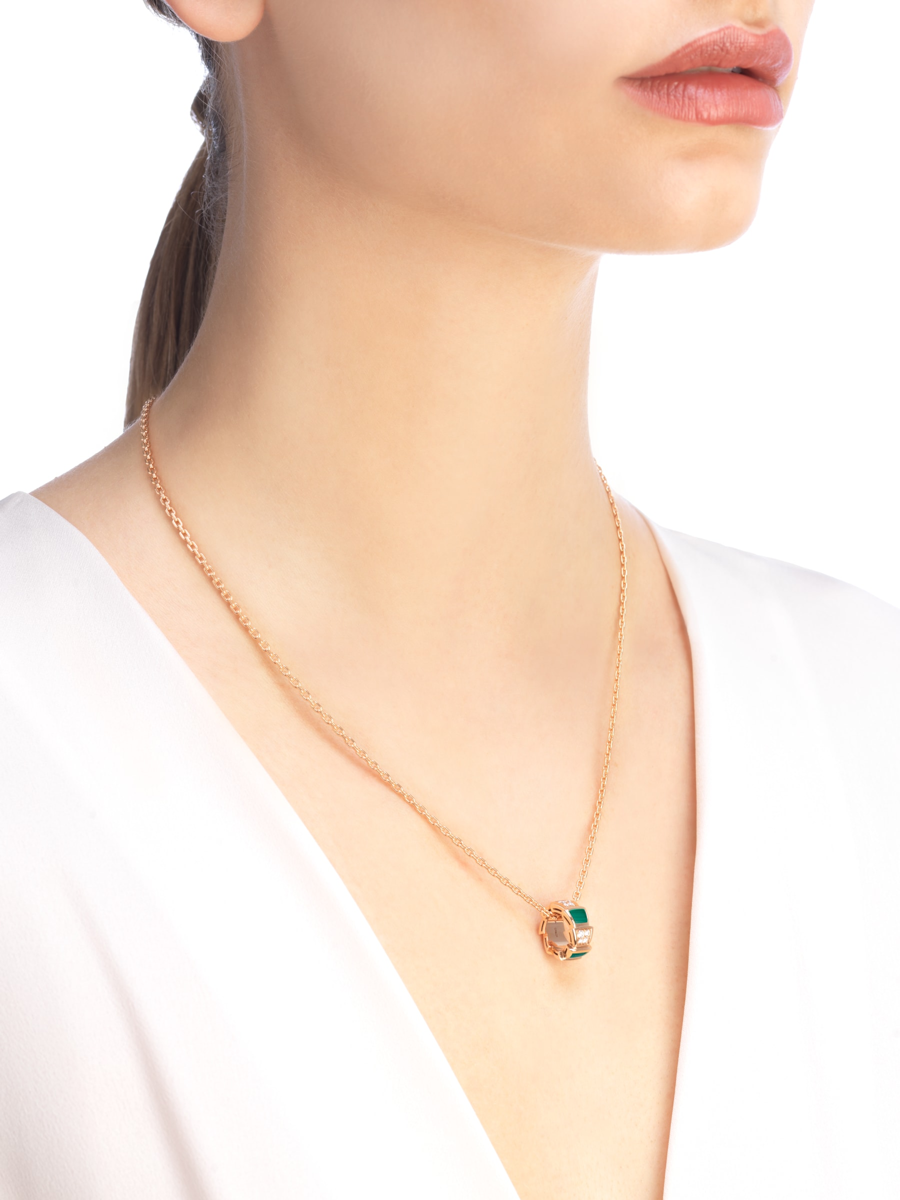 Serpenti Viper 18 kt rose gold necklace set with malachite elements and pavé diamonds on the pendant. 355958 image 3