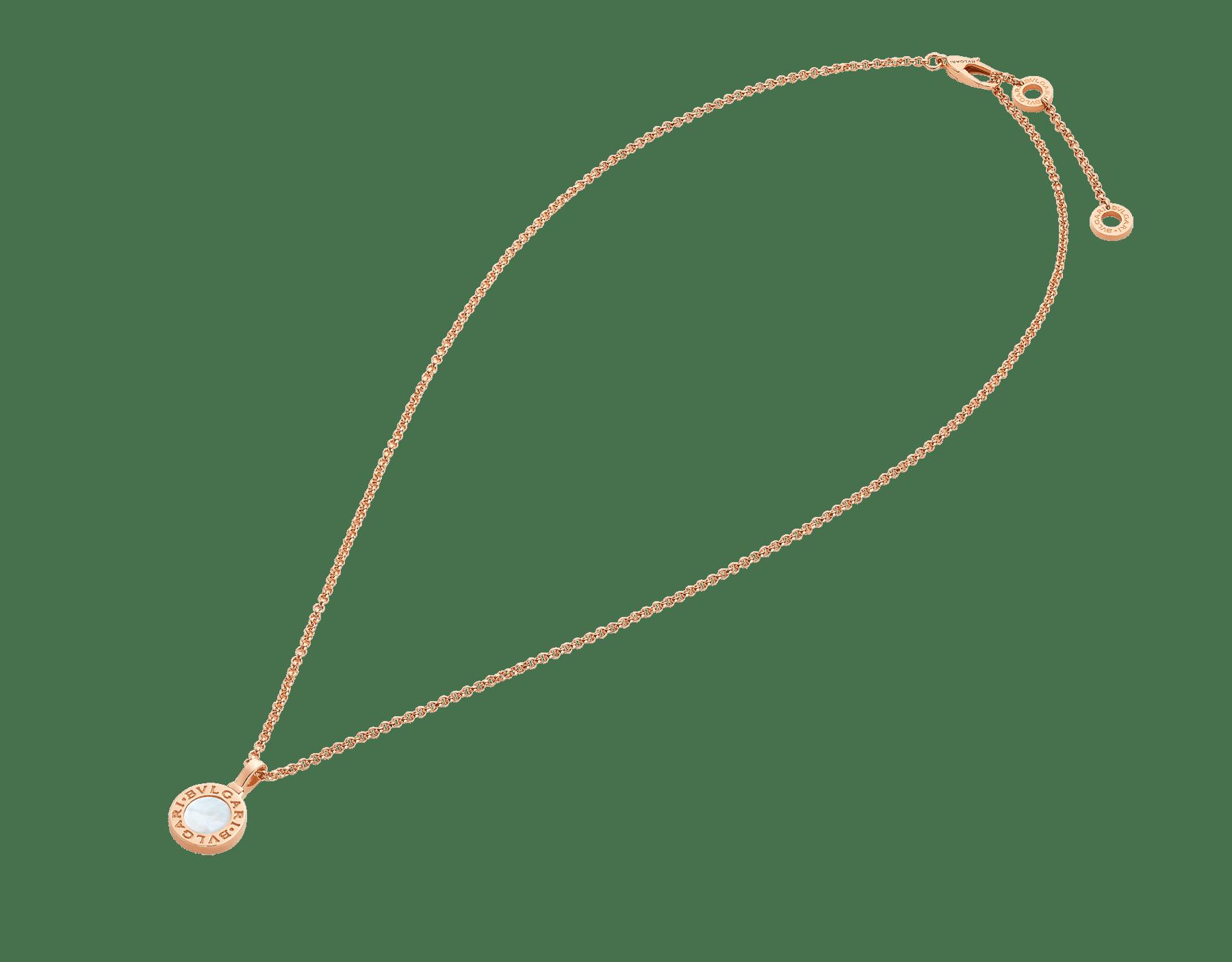 Pendentif BVLGARIBVLGARI en or rose 18K serti d'éléments en nacre, pouvant être personnalisé avec une gravure au dos. 358376 image 5