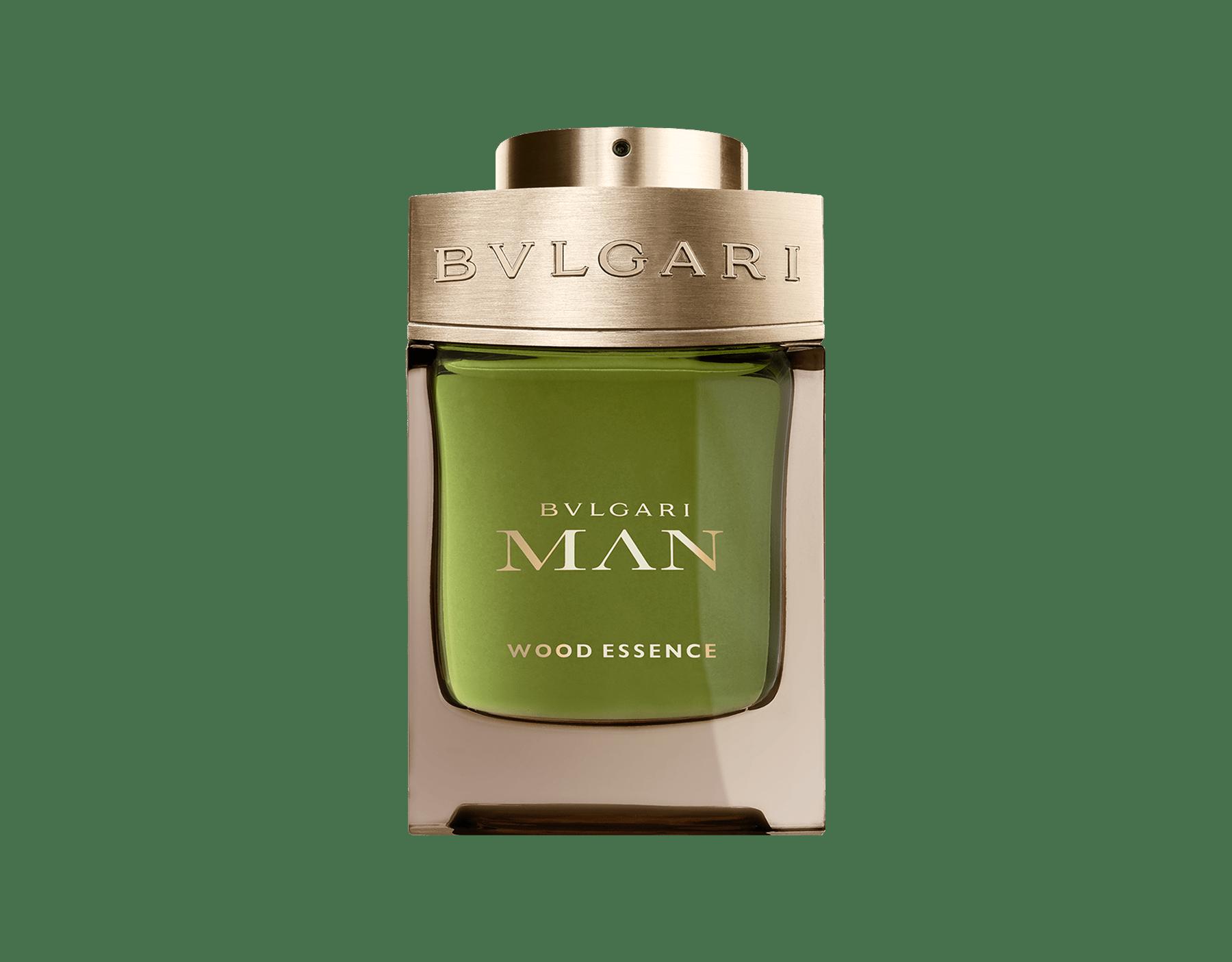 採用上等香料新木質香氛,包括香柏、柏木和香根草,並與溫暖和煦的安息香脂產生共鳴。 46100 image 1