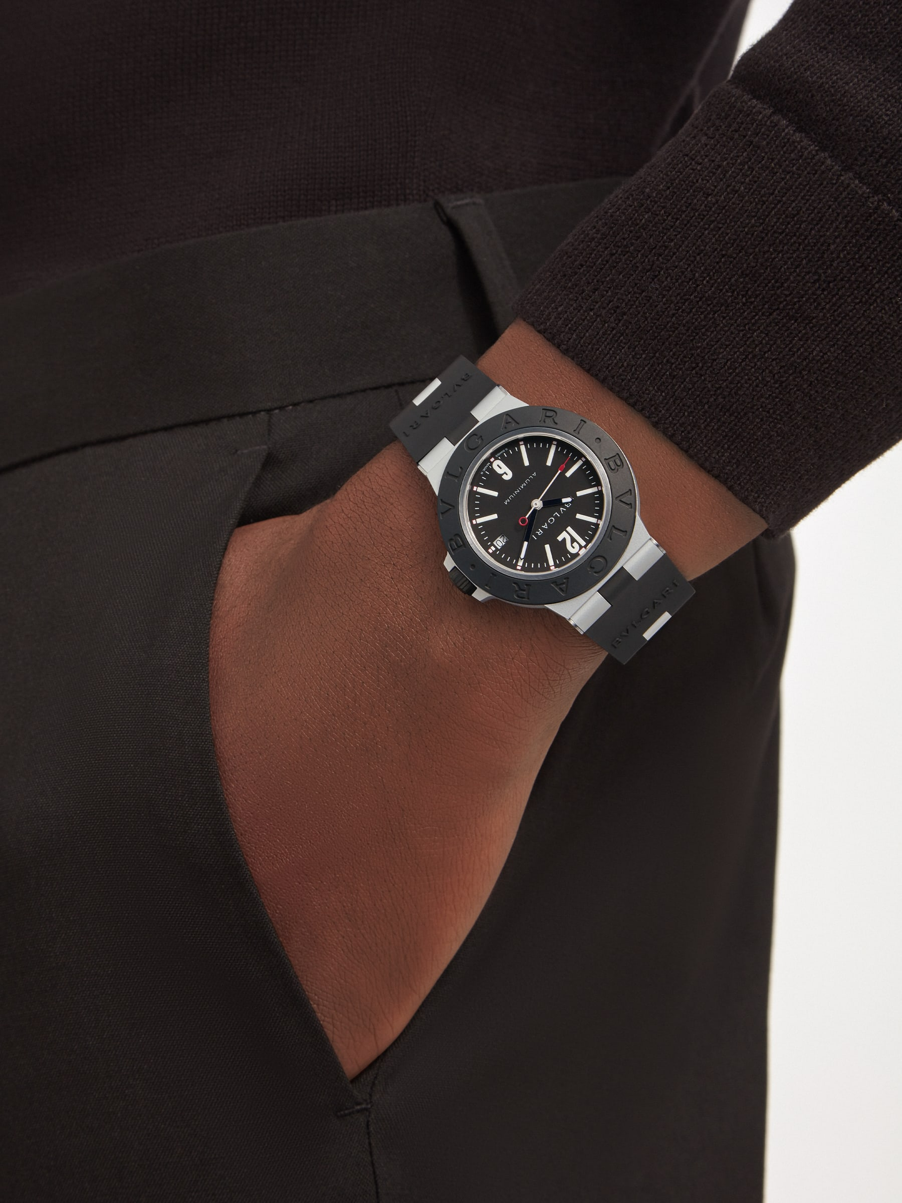 Bvlgari Aluminium watch with mechanical movement with automatic winding, 40 mm aluminum and titanium case, black rubber bezel with BVLGARI BVLGARI engraving, black dial and black rubber bracelet. Water-resistant up to 100 meters. 103445 image 2
