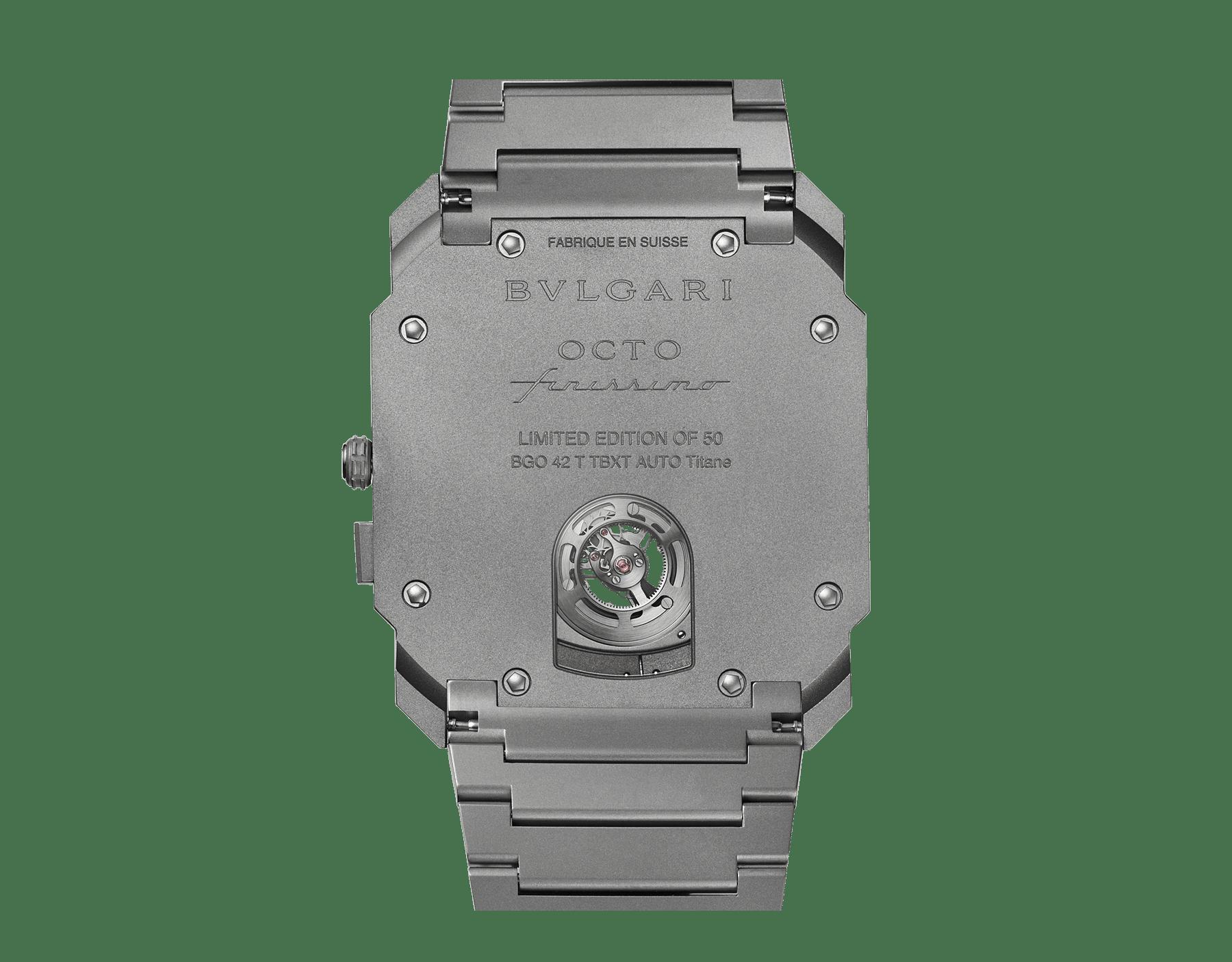 Octo Finissimo自动上链陀飞轮腕表,搭载品牌自制的机械机芯,超薄飞行陀飞轮,特制滚珠轴承系统,喷砂处理超薄钛金属表壳和表链, 喷砂处理镂空钛金属表盘 102937 image 3