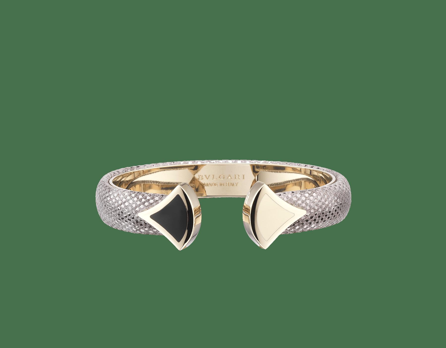 Pulsera de piel de galuchat color jade glicinia con emblemático cierre Contraire con motivo DIVAS' DREAM de latón bañado en oro claro y esmalte blanco y negro. DIVA-CONTRAIR-S image 5