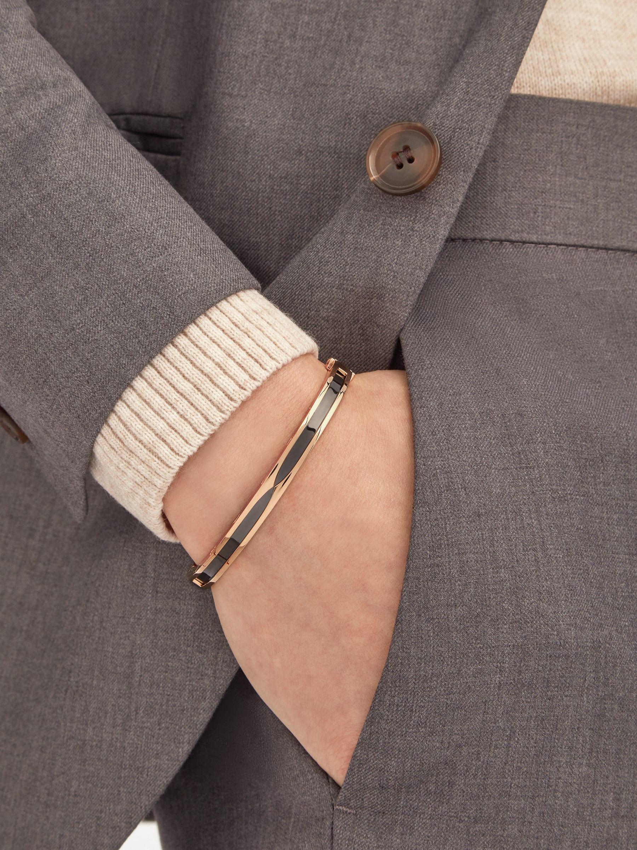 B.zero1 bangle bracelet in 18 kt rose gold with black ceramic. BR857618 image 1
