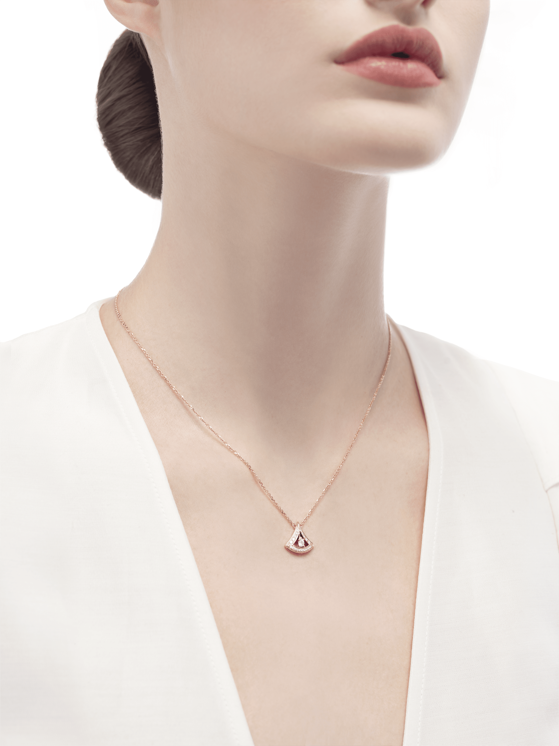 DIVAS' DREAM 18 kt rose gold openwork necklace with 18 kt rose gold pendant set with a central diamond and pavé diamonds. 354363 image 3