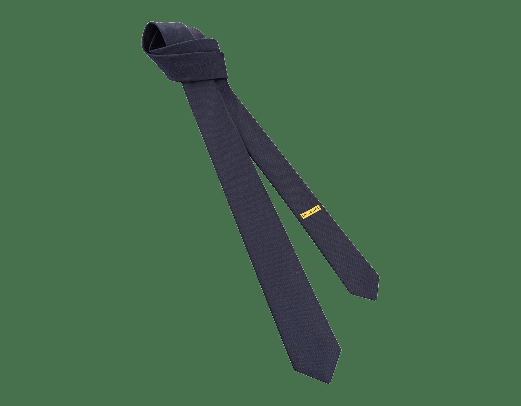 Cravatta sette pieghe blu con motivo Small Colours in pregiata seta jacquard. SmallColours image 1