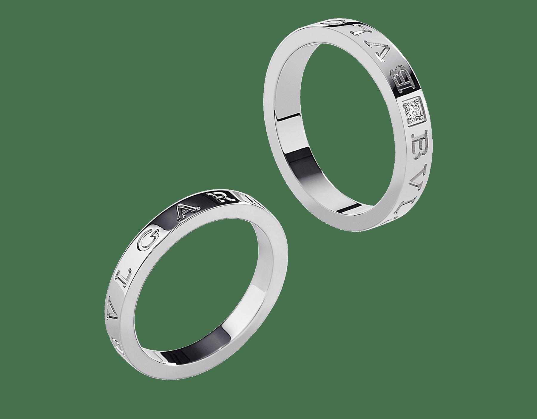 Anelli per coppia BVLGARI BVLGARI in platino e oro bianco 18 kt con diamante. Un set di anelli dallo stile eclettico e dal design contemporaneo. BVLGARI-BVLGARI-Couples-Rings image 1