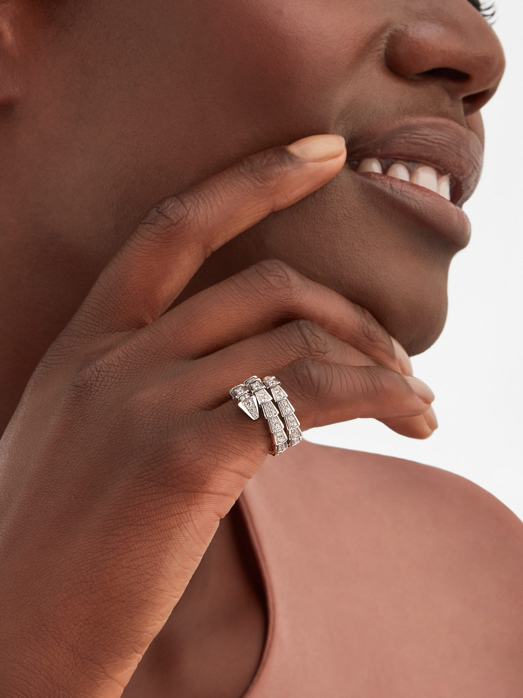 Serpenti Viper two-coil 18 kt white gold ring set with pavé diamonds AN858793 image 1