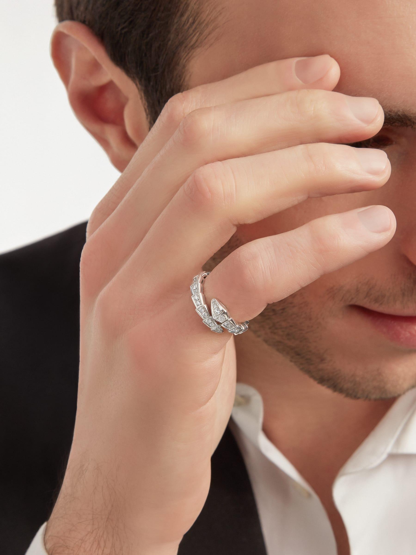 Serpenti Viper Ring aus 18 Karat Weißgold mit Diamant-Pavé. AN858111 image 4