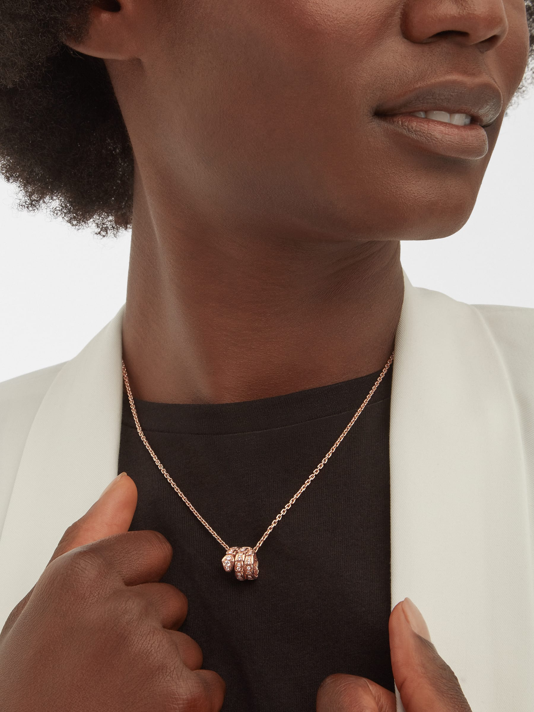 Serpenti Viper pendant necklace in 18 kt rose gold, set with pavé diamonds 357795 image 1