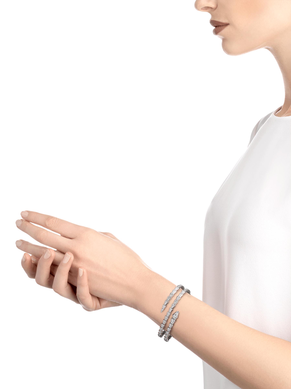 Serpenti Viper two-coil 18 kt white gold bracelet, set with pavé diamonds BR858795 image 3