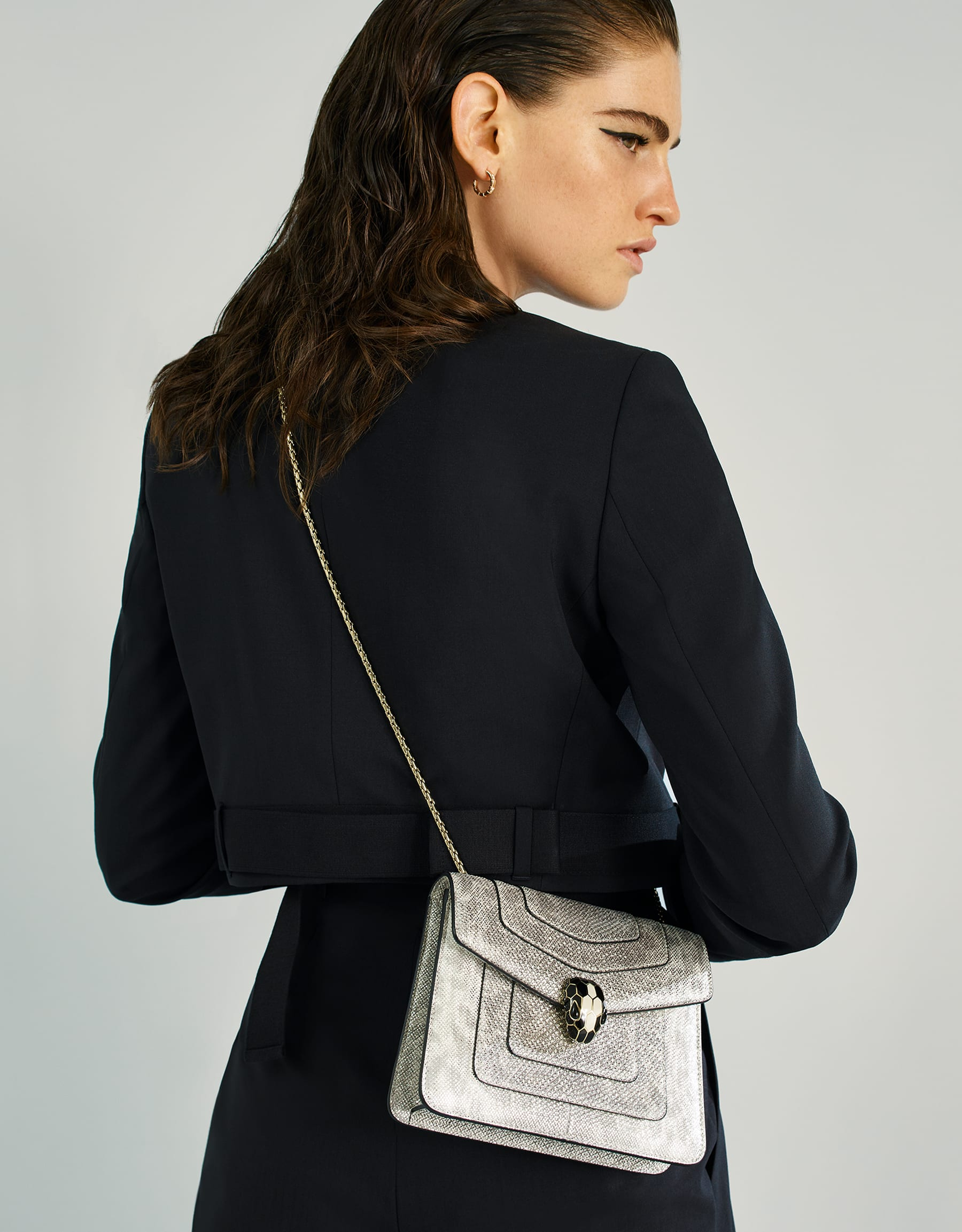 """""""Serpenti Forever"""" crossbody bag in white agate metallic karung skin. Iconic snakehead closure in light gold plated brass enriched with black and white agate enamel and black onyx eyes. 288782 image 5"""