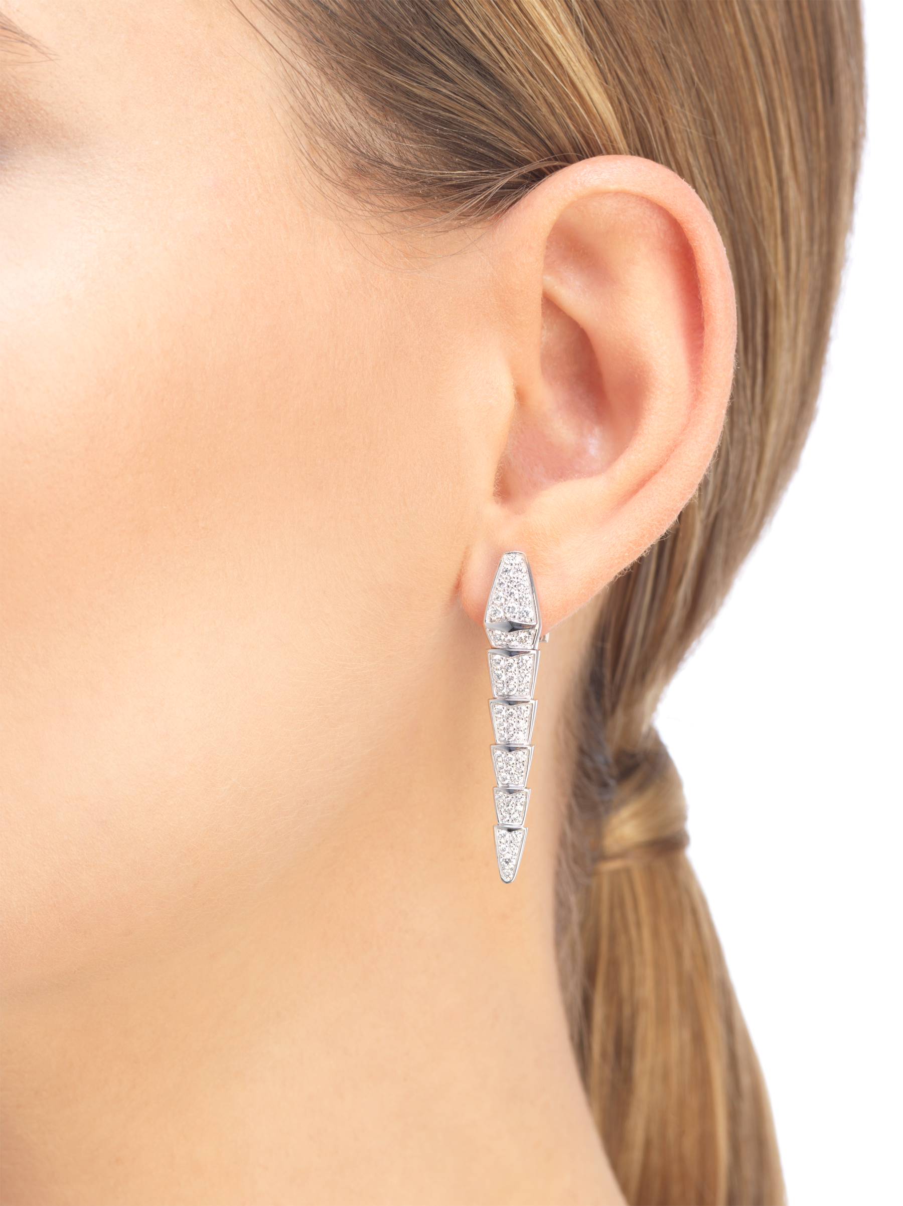 Serpenti earrings in 18 kt white gold, set with full pavé diamonds. 348320 image 4