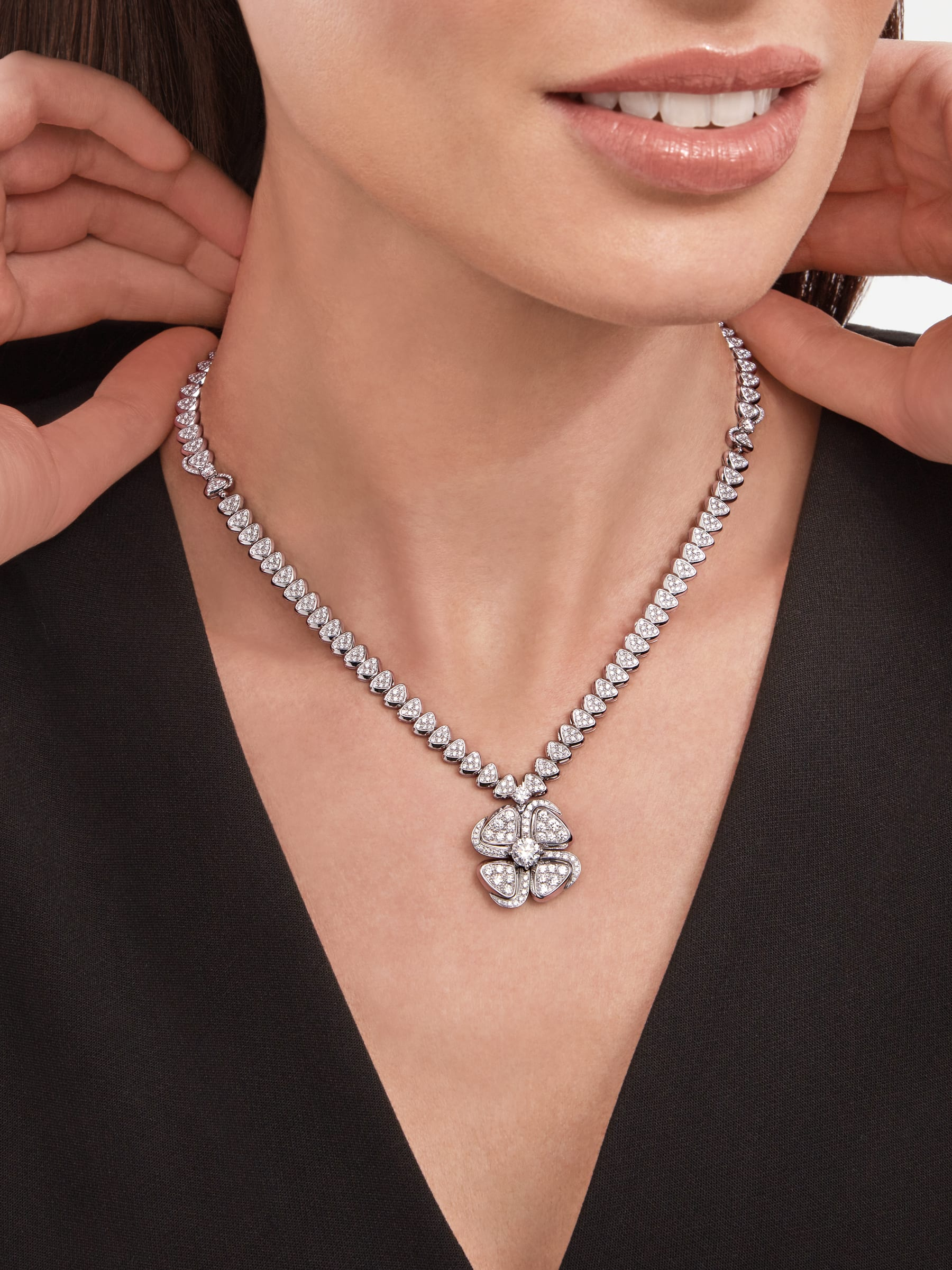 Fiorever 18 kt white gold necklace set with a central diamond (0.70 ct) and pavé diamonds 357377 image 4