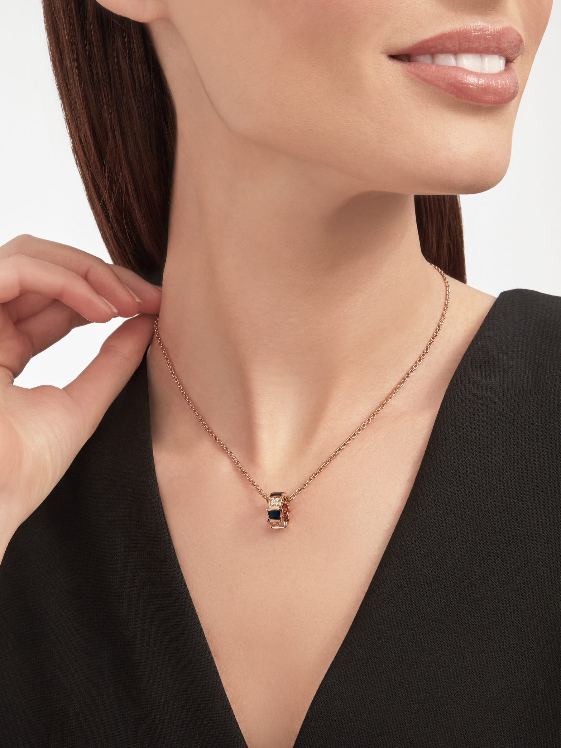 Serpenti Viper 18 kt rose gold necklace set with onyx elements and pavé diamonds (0.21 ct) on the pendant 356554 image 4